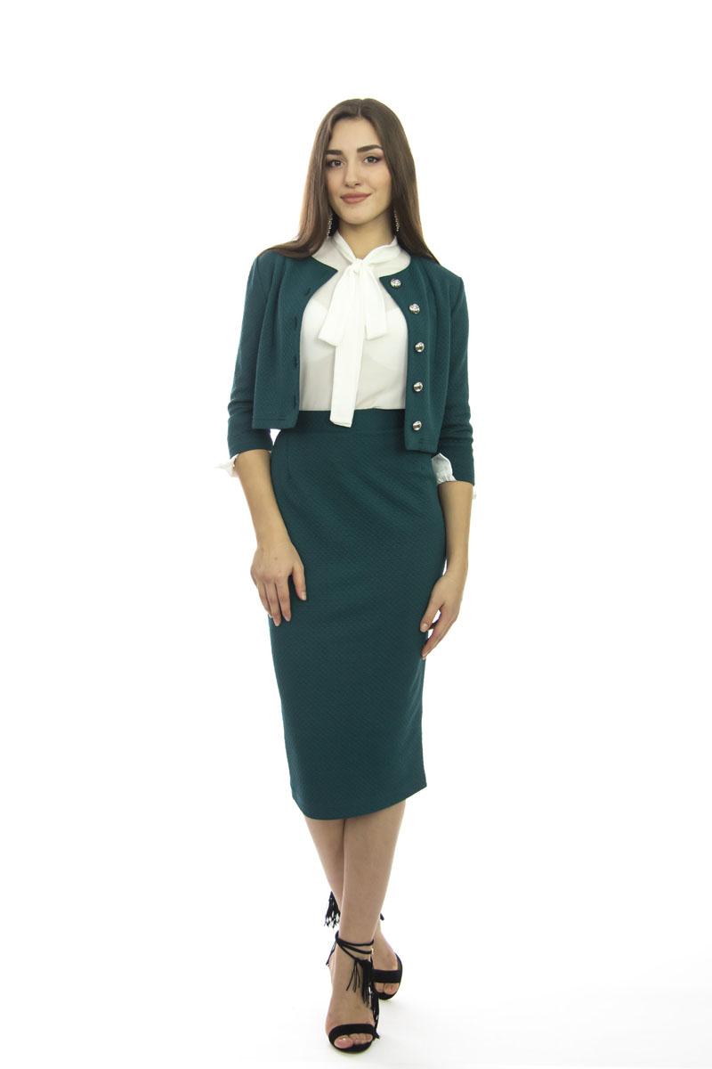 Комплект женский: жакет, юбка. к510к510Шикарный женский комплект Lautus, состоящий из жакета и юбки, станет отличным дополнением к вашему гардеробу. Комплект выполнен из высококачественного материала с оригинальным рельефным рисунком по всей поверхности. Укороченный приталенный жакет с круглым вырезом горловины и рукавами 3/4 застегивается спереди на пуговицы. Облегающая удлиненная юбка-карандаш, дополненная разрезом сзади, отлично подчеркнет достоинства вашей фигуры. Юбка с высокой посадкой застегивается сзади на потайную застежку-молнию и на пластиковую пуговицу с внутренней стороны. В таком наряде вы непременно привлечете восхищенные взгляды окружающих!