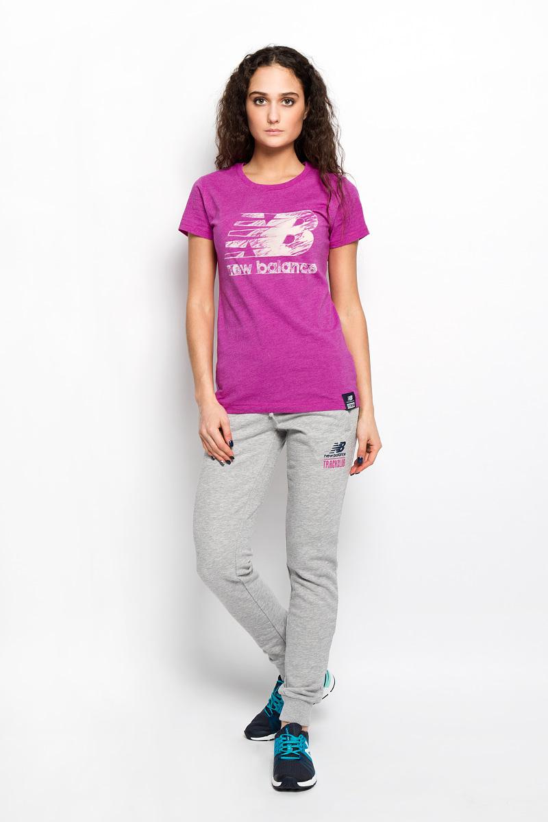 ФутболкаWT53504/AZHМодная женская футболка New Balance, выполненная из хлопка и полиэстера, обладает высокой теплопроводностью, воздухопроницаемостью и гигроскопичностью, позволяет коже дышать. Модель с короткими рукавами и круглым вырезом горловины - идеальный вариант для создания стильного образа. На груди изделие оформлено полупрозрачной вставкой в виде логотипа бренда. Такая модель подарит вам комфорт в течение всего дня и послужит замечательным дополнением к вашему гардеробу.