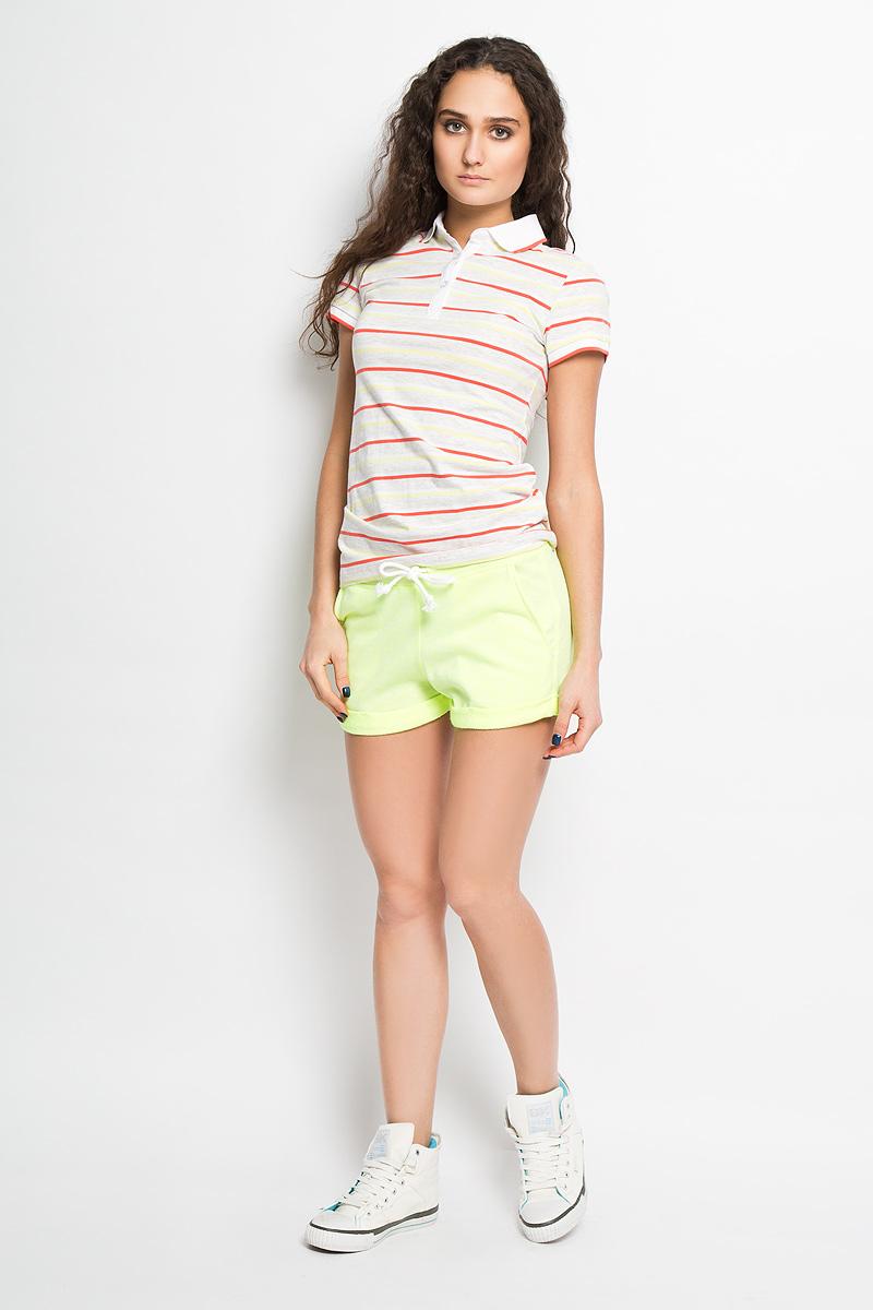 ШортыSHk-115/718-6183Стильные летние шорты Sela выполнены из полиэстера с добавлением хлопка. Модель на широкой эластичной резинке, затягивается на контрастную кулиску. Низ брючин выполнен с отворотом. Шорты оснащены втачными карманами спереди. Стильные шорты - незаменимая вещь в летнем гардеробе каждой девушки.