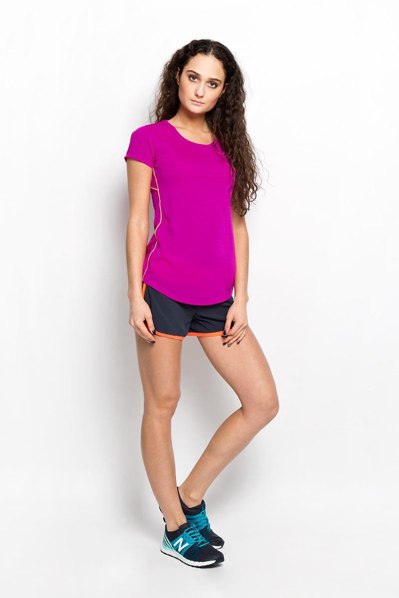 ФутболкаWT53141/AZAЖенская футболка New Balance предназначена специально для бега. Эта легкая беговая футболка с круглым вырезом горловины обеспечит вам безупречный комфорт и достижение высоких спортивных результатов благодаря мягкой, эластичной ткани, которая отводит влагу и поддерживает тело сухим. Плоские швы не натирают кожу и обеспечивают полный комфорт. Футболка декорирована светоотражающим логотипом бренда на груди и полоской на спинке, благодаря этому вы будете заметнее в темноте. Максимальный комфорт и уникальный спортивный образ!