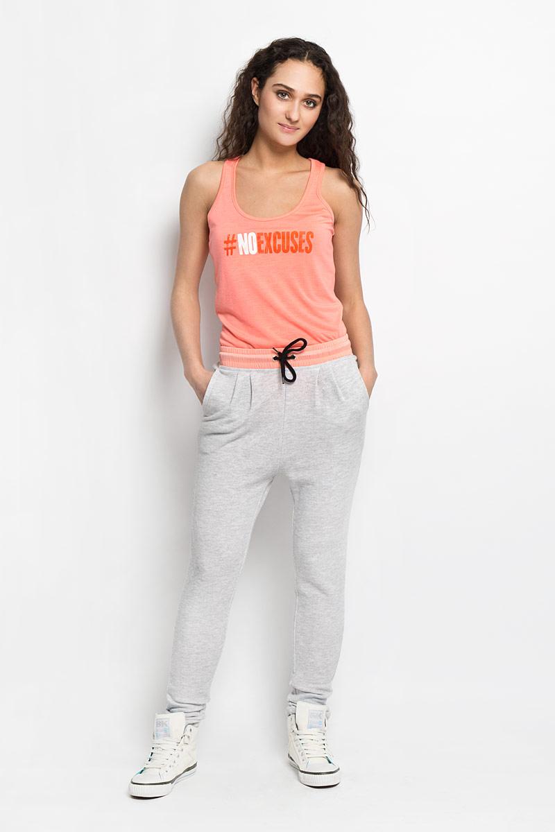 Pk-115/740-6172Симпатичные трикотажные спортивные женские брюки Sela, выполненные из полиэстера и хлопка. Пояс контрастного цвета и дополнен эластичной резинкой и шнурком. В боковых швах обработаны втачные карманы.Такие брюки, несомненно, вам понравятся и послужат отличным дополнением к вашему гардеробу.