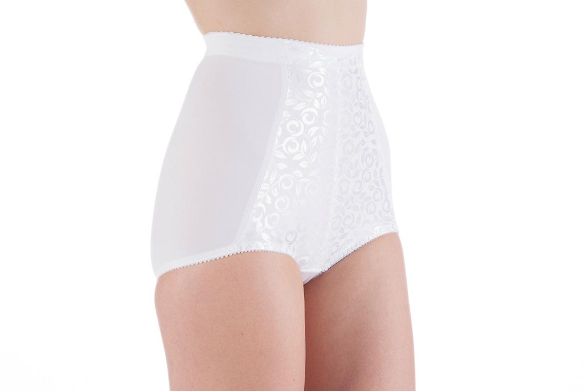 Трусы-брифы женские, корректирующие. LSW-10LSW-10Корректирующие трусы-брифы Lowry, выполненные из высококачественного эластичного материала, сделают вашу фигуру неотразимой! Трусы моделируют линию талии, подчеркивают контуры тела. Модель с завышенной линией талии не будет заметна под любой одеждой. Лицевая сторона изделия оформлена плотной вставкой с нежным узором. Такие трусики позволят вам чувствовать себя комфортно в любое время, подчеркивая вашу привлекательность.