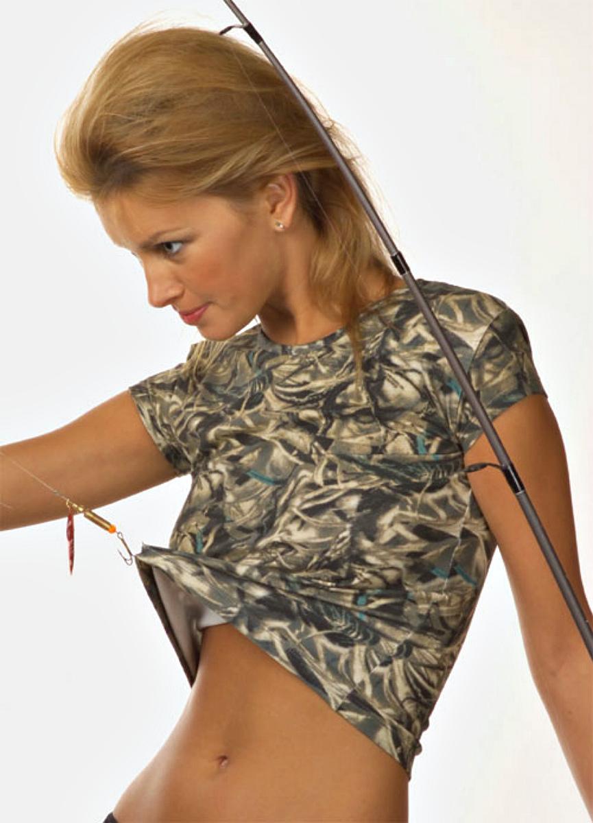 LF-38Стильная футболка Lowry изготовлена из высококачественного материала. Модель приятная на ощупь, не сковывает движения, обеспечивая наибольший комфорт. Укороченная модель с круглым вырезом горловины и короткими рукавами имеет приталенный крой. Такая комфортная футболка будет прекрасным дополнением к вашему гардеробу.