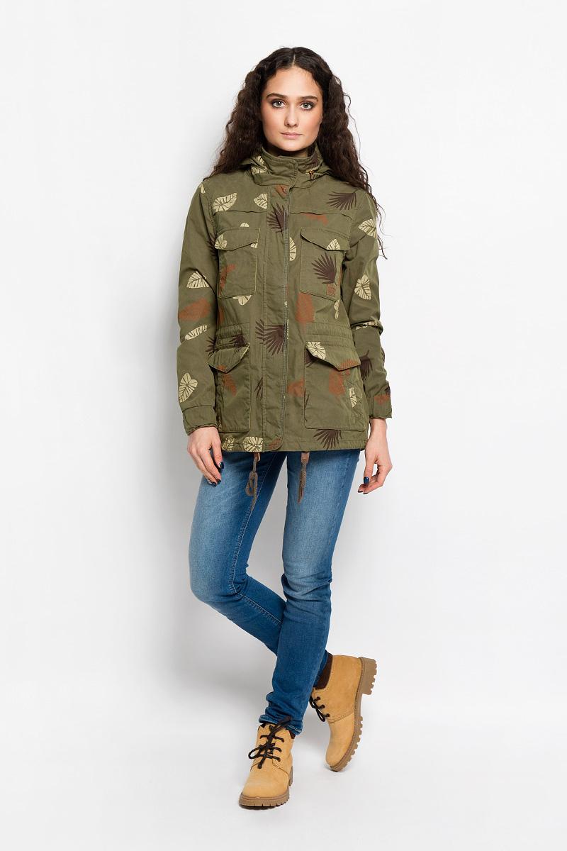 КурткаL57BVWCAСтильная женская куртка Lee отлично подойдет для прохладной погоды. Модель прямого силуэта с воротником-стойкой и длинными рукавами. Изделие застегивается на застежку молнию и дополнительно закрывается на ветрозащитную планку со скрытыми кнопками. Низ рукава обработан манжетой с резинкой и хлястиком за счет, которого можно регулировать объем рукава по низу. Воротник-стойка застегивается на две металлические кнопки. Куртка оснащена несъемным капюшоном, который можно убрать в карман на воротнике. По линии талии обработана скрытая кулиска со шнурком на стоплерах, за счет которого можно регулировать объем по талии. Низ изделия также дополнен шнурком на стоплерах. Спереди модель дополнена четырьмя накладными карманами, которые закрываются клапаном на кнопку и двумя прорезными карманами, которые также закрываются на кнопку. Модель оформлена оригинальным принтом в виде листьев. Эта модная куртка послужит отличным дополнением к вашему гардеробу.