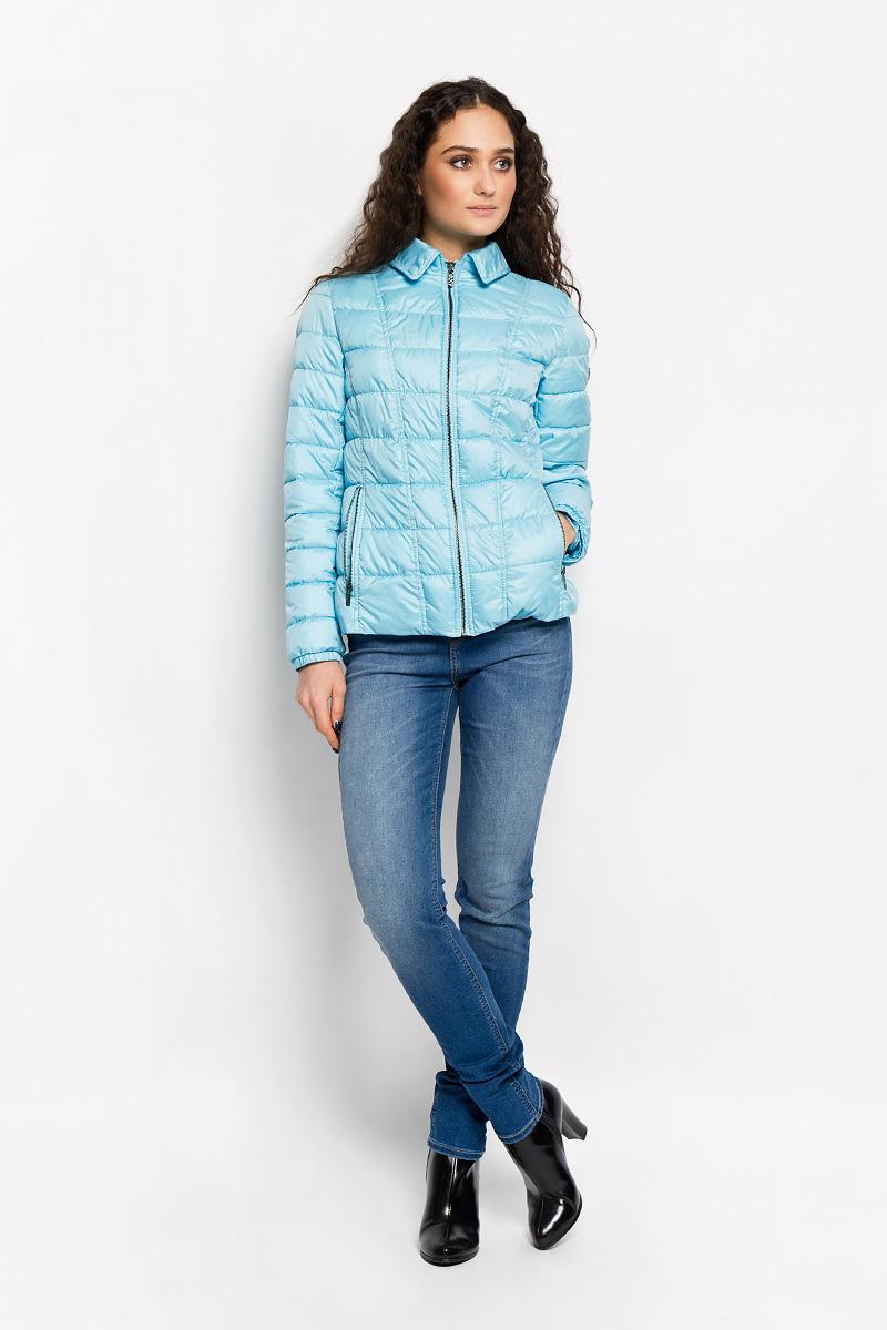 КурткаAL-2863Необыкновенно женственная стеганая куртка Grishko согреет вас в прохладную погоду и позволит выделиться из толпы. Модель приталенного кроя с длинными рукавами и отложным воротником выполнена из полиэстера и утеплена тонким холлофайбером, что делает ее необычайно легкой в носке и уходе. Кроме того, холлофайбер отличается повышенной теплоизоляцией, антибактериальными свойствами, долговечностью в использовании. Изделие застегивается на металлическую застежку-молнию. По бокам куртка дополнена двумя прорезными карманами на застежках-молниях. Манжеты рукавов стянуты резинками. Сзади по талии модель оформлена хлястиком. Левый рукав декорирован фирменной металлической эмблемой. Изделие легко стирается в машинке, не теряя своего первоначального вида. Модная и в то же время комфортная куртка Grishko подчеркнет ваш изысканный вкус и поможет создать неповторимый образ. Эта универсальная модель прекрасно подойдет для городских будней и активных выходных за городом.