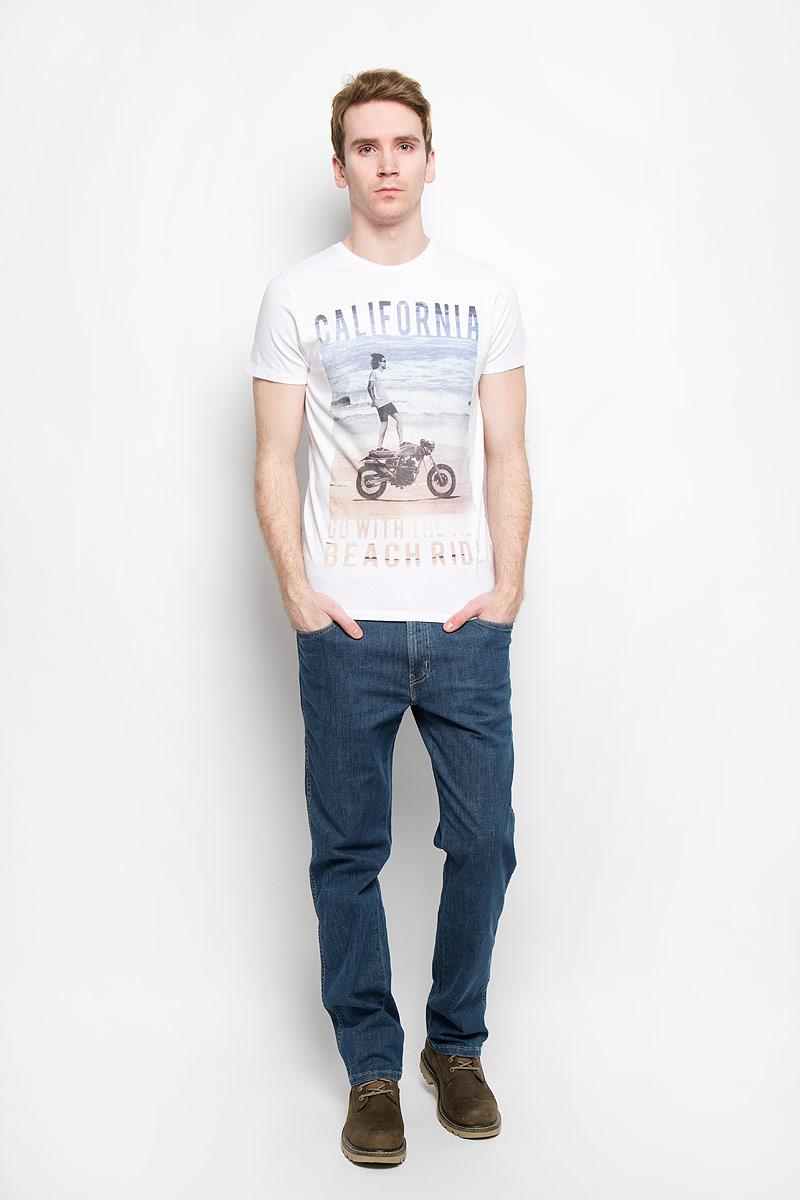 ФутболкаW7984FK16Стильная мужская футболка Wrangler обеспечивает наибольший комфорт и свободу движений во время занятий спортом и в повседневной носке. Изделие свободного кроя с круглым вырезом горловины и короткими рукавами подарит вам удобство и комфорт. Натуральный хлопок обеспечивает оптимальный микроклимат. Модель декорирована спереди оригинальным изображением мужчины на мотоцикле и надписями на английском языке. Такая футболка послужит замечательным дополнением к вашему гардеробу.