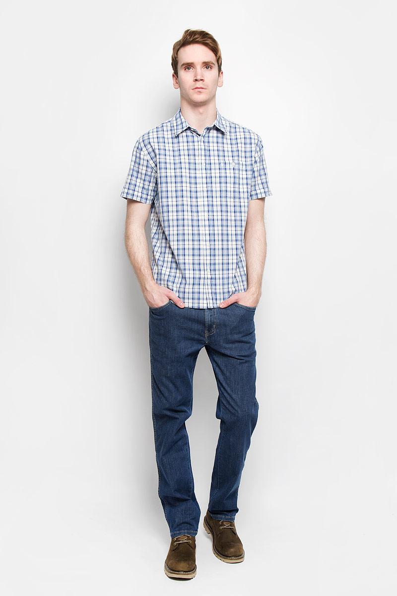 W58914MAAСтильная мужская рубашка Wrangler, выполненная из 100% хлопка, подчеркнет ваш уникальный стиль и поможет создать оригинальный образ. Рубашка с короткими рукавами и отложным воротником застегивается на пуговицы спереди. Модель украшена актуальным принтом в клетку и дополнена накладным нагрудным карманом на пуговице. Такая рубашка будет дарить вам комфорт в течение всего дня и послужит замечательным дополнением к вашему гардеробу.