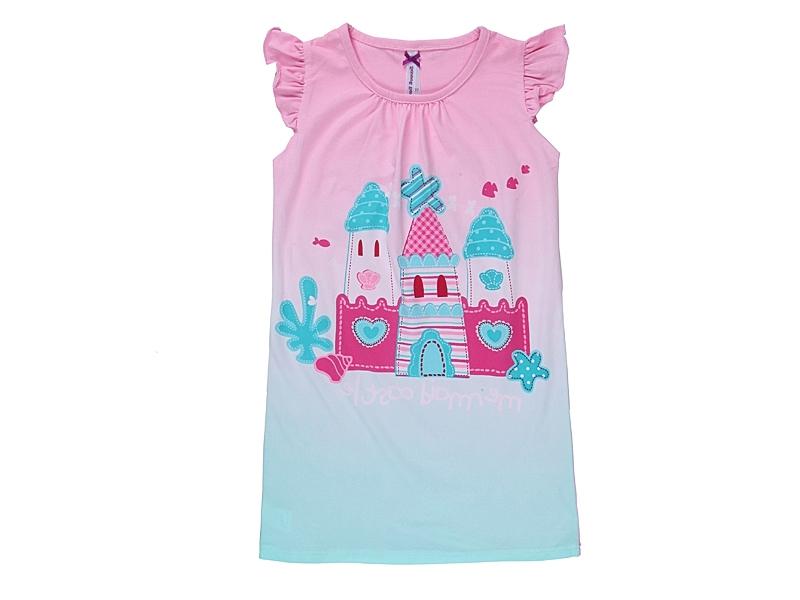 Платье для девочки. 195603195603Ночная рубашка из мягкого эластичного трикотажа. Эффект градиентного цветного перехода дополнен ярким принтом.