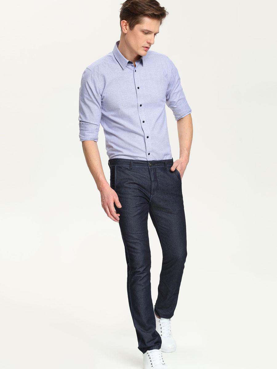 SKL1937GRСтильная мужская рубашка Top Secret, выполненная из натурального хлопка, подчеркнет ваш уникальный стиль и поможет создать оригинальный образ. Такой материал великолепно пропускает воздух, обеспечивая необходимую вентиляцию, а также обладает высокой гигроскопичностью. Рубашка с длинными рукавами и отложным воротником застегивается на пуговицы спереди. Рукава рубашки дополнены манжетами, которые также застегиваются на пуговицы. Модель оформлена актуальным узором в мелкую клетку. Классическая рубашка - превосходный вариант для базового мужского гардероба и отличное решение на каждый день. Такая рубашка будет дарить вам комфорт в течение всего дня и послужит замечательным дополнением к вашему гардеробу.