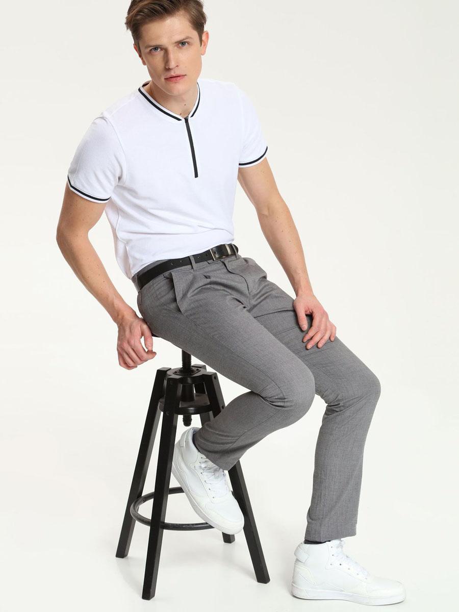 Футболка мужская. SKP0357SKP0357BIСтильная мужская футболка Top Secret, выполненная из высококачественного хлопка, обладает высокой теплопроводностью, воздухопроницаемостью и гигроскопичностью, позволяет коже дышать. Модель с короткими рукавами и круглым вырезом горловины - идеальный вариант для создания образа в стиле Casual. Сверху футболка застегивается на застежку молнию. Рукава и горловина дополнены трикотажными резинками с контрастной полосой. Такая модель подарит вам комфорт в течение всего дня и послужит замечательным дополнением к вашему гардеробу.