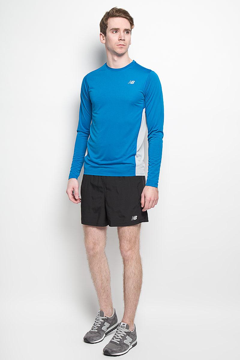 Лонгслив для бега мужской. MT53060MT53060/CEMСтильный мужской лонгслив для бега New Balance, выполненный из полиэстера, обладает высокой теплопроводностью, воздухопроницаемостью и гигроскопичностью и великолепно отводит влагу, оставляя тело сухим даже во время интенсивных тренировок. Такой лонгслив превосходно подойдет для занятий спортом и активного отдыха. Модель с длинными рукавами и круглым вырезом горловины на молнии - идеальный вариант для создания стильного образа. Лонгслив дополнен небольшим светоотражающим принтом спереди и светоотражающей полоской на спинке. Такая модель подарит вам комфорт в течение всего дня и послужит замечательным дополнением к вашему гардеробу.