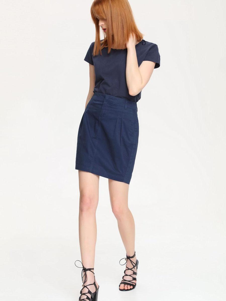 ЮбкаSSP2188GRСтильная юбка Top Secret украсит ваш модный образ. Модель стандартной посадки выполнена из эластичного хлопка. Модель-миди застегивается спереди на застежку-молнию и скрытый крючок. На поясе имеются шлевки для ремня. Спереди расположены два втачных кармана со скошенными краями. Сзади изделие дополнено имитацией прорезных карманов, декорированных металлической пуговицей. Модная юбка - основа гардероба настоящей леди. Она подчеркнет ваше отменное чувство стиля и безупречный вкус!