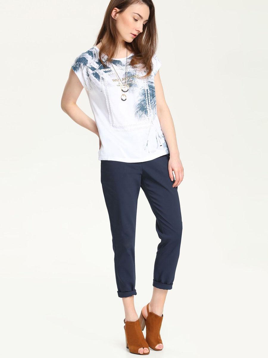 БлузкаTBK0030BIСтильная женская блузка Troll, выполненная из вискозы, подчеркнет ваш изысканный вкус. Модель свободного кроя c короткими цельнокроеными рукавами и круглым вырезом горловины - идеальный вариант для создания образа в стиле Casual. Блузка оформлена оригинальным рисунком и надписями на английском языке. Спереди модель дополнена декоративным элементом ажурного плетения. Такая модель подарит вам комфорт в течение всего дня и послужит замечательным дополнением к вашему гардеробу.