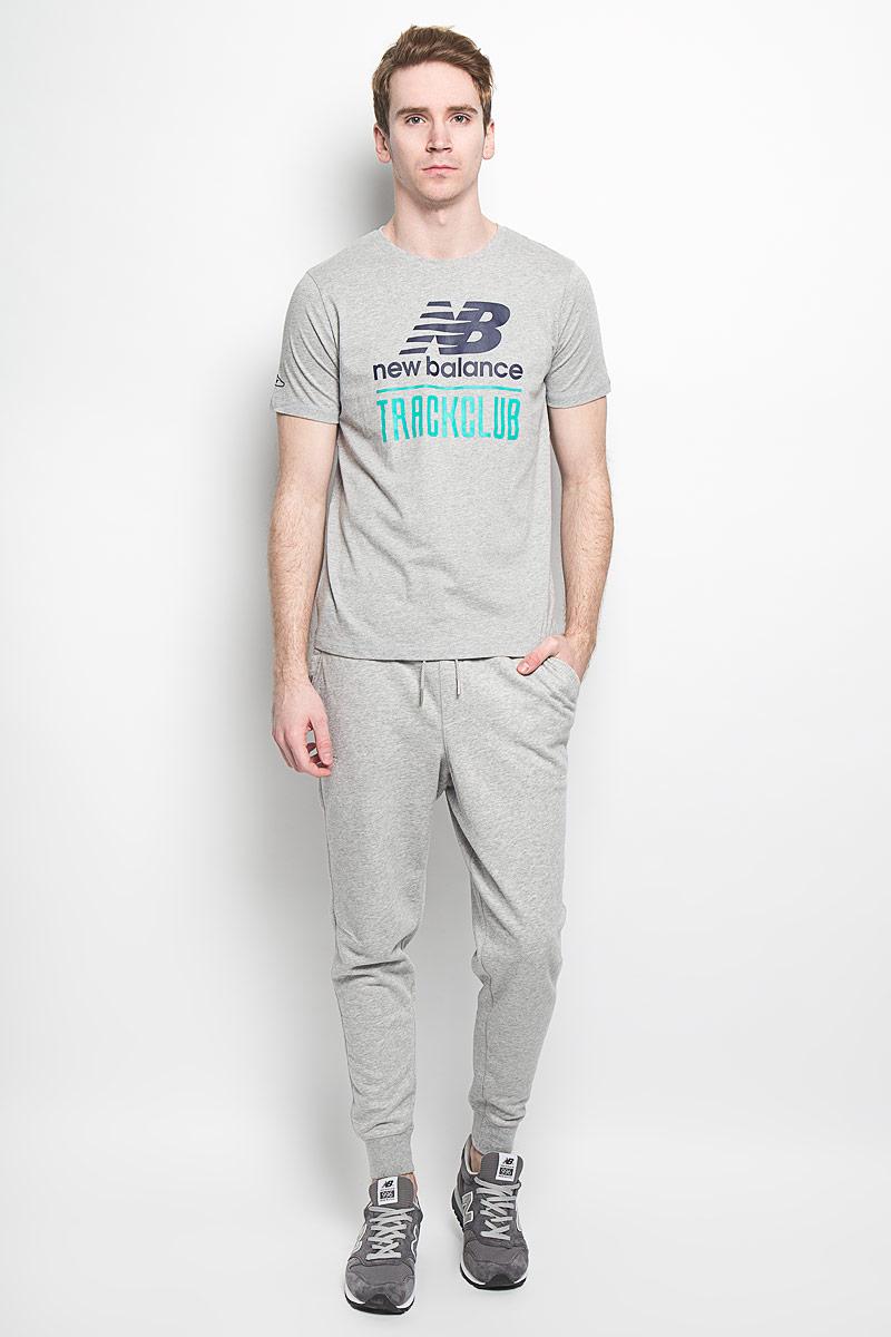 ФутболкаEMT61716/ABYСтильная мужская футболка New Balance, выполненная из высококачественного 100% хлопка, обладает высокой воздухопроницаемостью и гигроскопичностью, позволяет коже дышать. Такая футболка великолепно подойдет как для повседневной носки, так и для спортивных занятий. Модель с короткими рукавами и круглым вырезом горловины - идеальный вариант для создания современного образа в спортивном стиле. Футболка оформлена крупным принтом с логотипом производителя и надписью New Balance Track Club. Такая модель подарит вам комфорт в течение всего дня и послужит замечательным дополнением к вашему гардеробу.