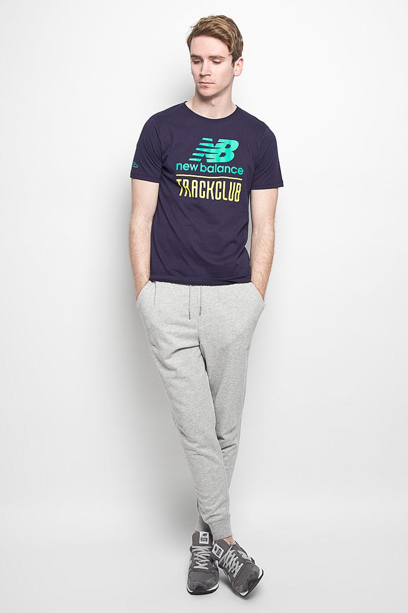 Футболка мужская. EMT61716EMT61716/ABYСтильная мужская футболка New Balance, выполненная из высококачественного 100% хлопка, обладает высокой воздухопроницаемостью и гигроскопичностью, позволяет коже дышать. Такая футболка великолепно подойдет как для повседневной носки, так и для спортивных занятий. Модель с короткими рукавами и круглым вырезом горловины - идеальный вариант для создания современного образа в спортивном стиле. Футболка оформлена крупным принтом с логотипом производителя и надписью New Balance Track Club. Такая модель подарит вам комфорт в течение всего дня и послужит замечательным дополнением к вашему гардеробу.