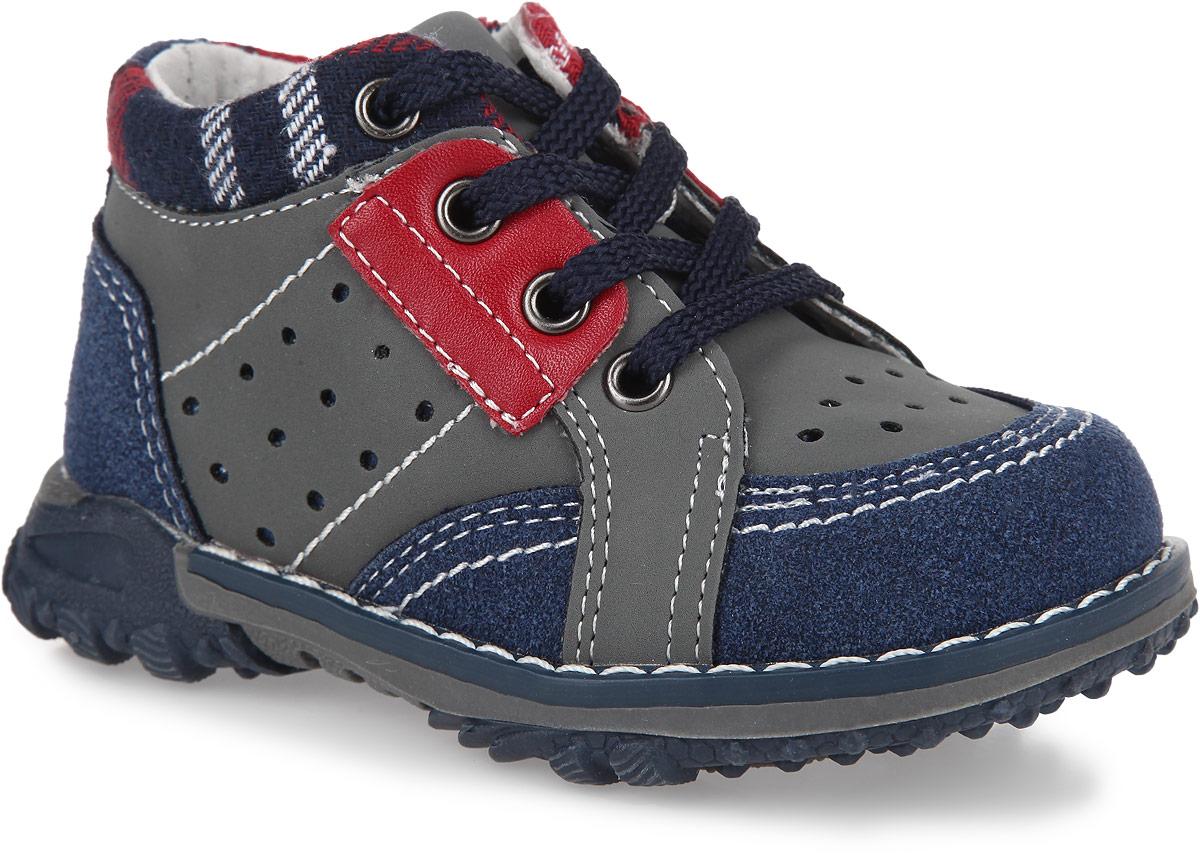 Ботинки для мальчика. 167209167209Очаровательные ботинки от PlayToday заинтересуют вашего мальчика с первого взгляда. Модель, выполненная из искусственной кожи, дополнена вдоль канта текстильной вставкой и оформлена декоративной перфорацией, вдоль ранта - контрастной прострочкой. Шнуровка гарантирует надежную фиксацию модели на ноге. Боковая застежка-молния позволяет легко снимать и обувать модель. Внутренняя поверхность из натуральной кожи и стелька EVA с поверхностью из натуральной кожи комфортны при ходьбе. Стелька дополнена супинатором с перфорацией, который обеспечивает правильное положение ноги ребенка при ходьбе, предотвращает плоскостопие. Рифление на подошве обеспечивает отличное сцепление с любыми поверхностями. Чудесные ботинки займут достойное место в гардеробе вашего мальчика.