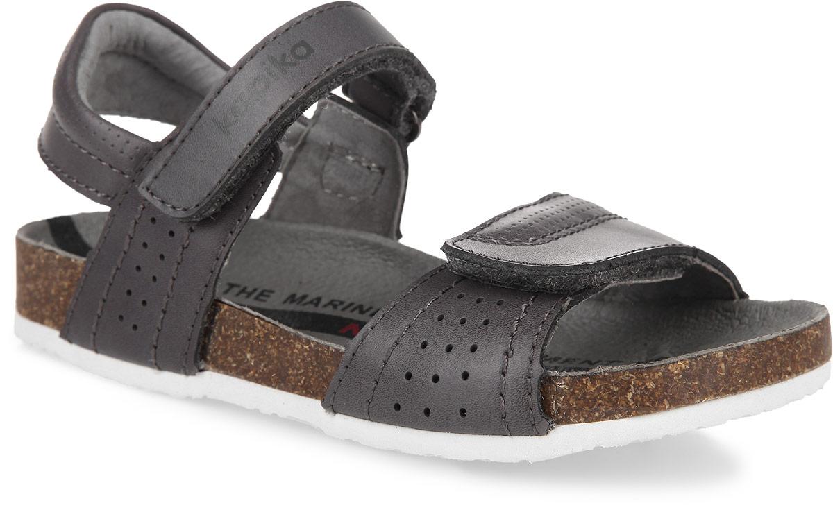 32229-1Модные сандалии от Kapika не оставят равнодушной вашу девочку! Модель изготовлена из натуральной кожи и оформлена перфорацией. Ремешки с застежками-липучками, один из которых оформлен названием бренда, прочно закрепят обувь на ножке и отрегулируют нужный объем. Внутренняя поверхность и стелька из натуральной кожи комфортны при движении. Подошва с рифлением обеспечивает отличное сцепление с поверхностью. Практичные и стильные сандалии займут достойное место в гардеробе вашей девочки.