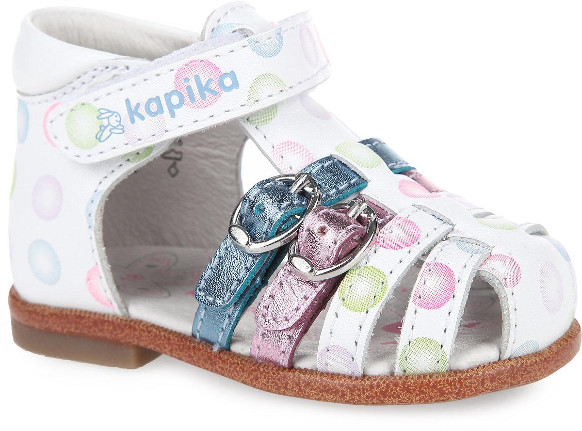 Сандалии для девочки. 1008010080-1Очаровательные сандалии от Kapika придутся по душе вашей малышке! Модель выполнена из натуральной кожи и оформлена принтом в виде цветных шариков, на подошве - вставкой контрастного цвета, стилизованной под дерево. Фиксирующие ремешки (верхний на застежке-липучке, два нижних - на застежке-пряжке) обеспечивают оптимальную посадку обуви на ноге, не давая ей смещаться из стороны в сторону и назад. Стелька из натуральной кожи дополнена супинатором, который обеспечивает правильное положение ноги ребенка при ходьбе, предотвращает плоскостопие. Специальный ортопедический каблук Томаса укрепляет подошву под средней частью стопы и препятствует заваливанию стопы внутрь. Рифленая поверхность подошвы гарантирует отличное сцепление с любыми поверхностями. Стильные сандалии поднимут настроение вам и вашей дочурке!