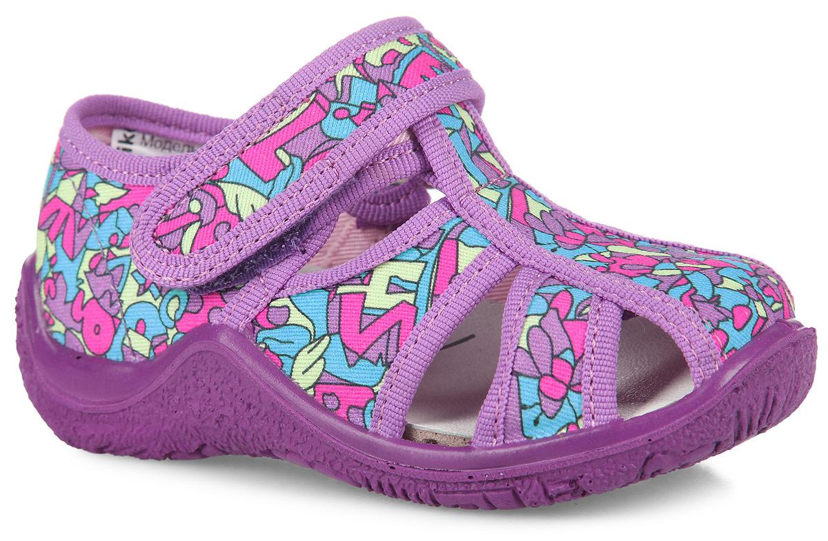 21099ф-12Прелестные сандалии от Kapika покорят вашу девочку с первого взгляда! Модель выполнена из текстиля и оформлена оригинальным принтом. Ремешок на застежке-липучке обеспечивает надежную фиксацию обуви на ноге, не давая ей смещаться из стороны в сторону и назад. Стелька из материала EVA с поверхностью из натуральной кожи комфортна при движении. Подошва с рифлением гарантирует идеальное сцепление с любой поверхностью. Стильные сандалии поднимут настроение вам и вашей дочурке!