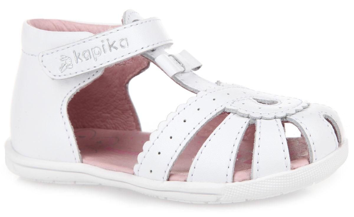 31216-1Прелестные сандалии от Kapika очаруют вашу малышку с первого взгляда! Модель выполнена из натуральной кожи и оформлена на мысе волнообразной окантовкой, перфорацией. Т-образный ремешок украшен милым бантиком. Полужесткий закрытый задник и ремешок на застежке-липучке обеспечивают оптимальную посадку обуви на ноге, не давая ей смещаться из стороны в сторону и назад. Стелька из натуральной кожи дополнена супинатором, который отвечает за правильное положение ноги ребенка при ходьбе, предотвращает плоскостопие. Специальная подошва Flex обеспечивает достаточное, но не чрезмерное сгибание. Рифленый протектор на подошве обеспечивает сцепление с любыми поверхностями. Стильные сандалии поднимут настроение вам и вашей дочурке!