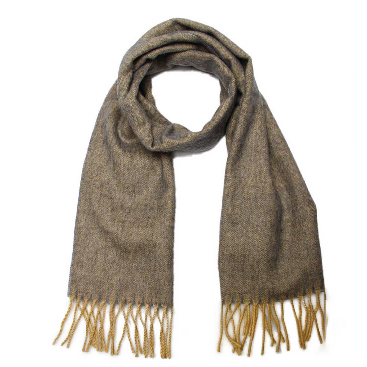 Шарф5001532-2Элегантный мужской шарф Venera согреет вас в холодное время года, а также станет изысканным аксессуаром, который призван подчеркнуть ваш стиль и индивидуальность. Оригинальный теплый шарф выполнен из высококачественной шерстяной пряжи. Однотонный шарф имеет строгую классическую расцветку и дополнен светлыми жгутиками по краю. Такой шарф станет превосходным дополнением к любому наряду, защитит вас от ветра и холода и позволит вам создать свой неповторимый стиль.