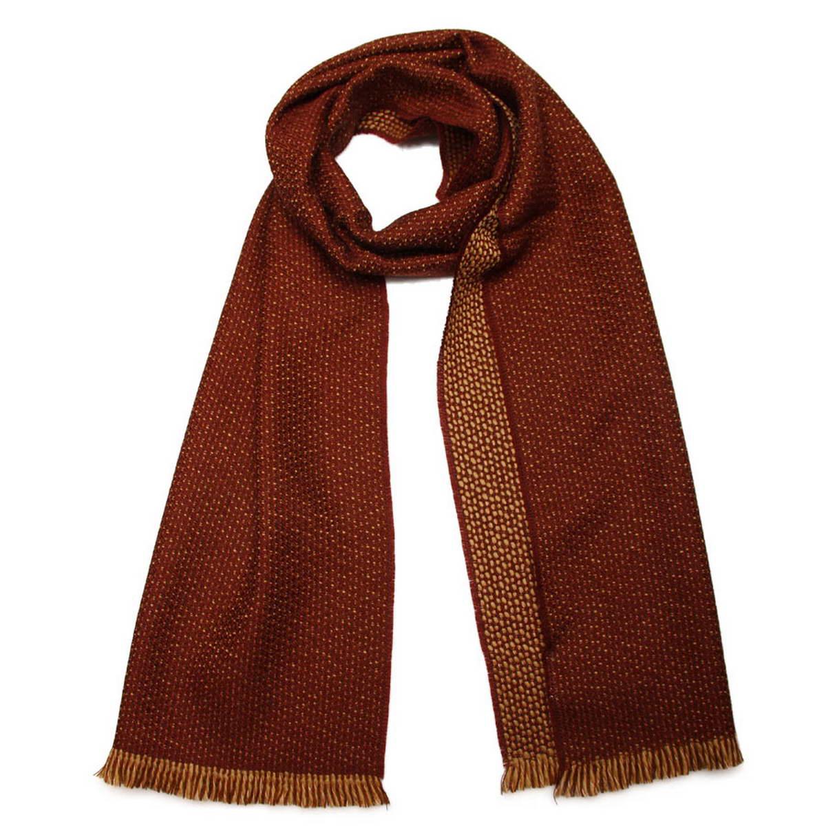 5001632-5Стильный мужской шерстяной шарф Venera создан подчеркнуть ваш неординарный вкус и согреть вас в прохладное время года. Модель отличается двухцветным фактурным выполнением. Два схожих оттенка отлично дополняют друг друга, поэтому аксессуар будет прекрасно завершать любой мужской образ. Края шарфа декорированы короткой бахромой. Этот модный аксессуар не только согреет вас в холодное время года, но гармонично дополнит ваш образ.