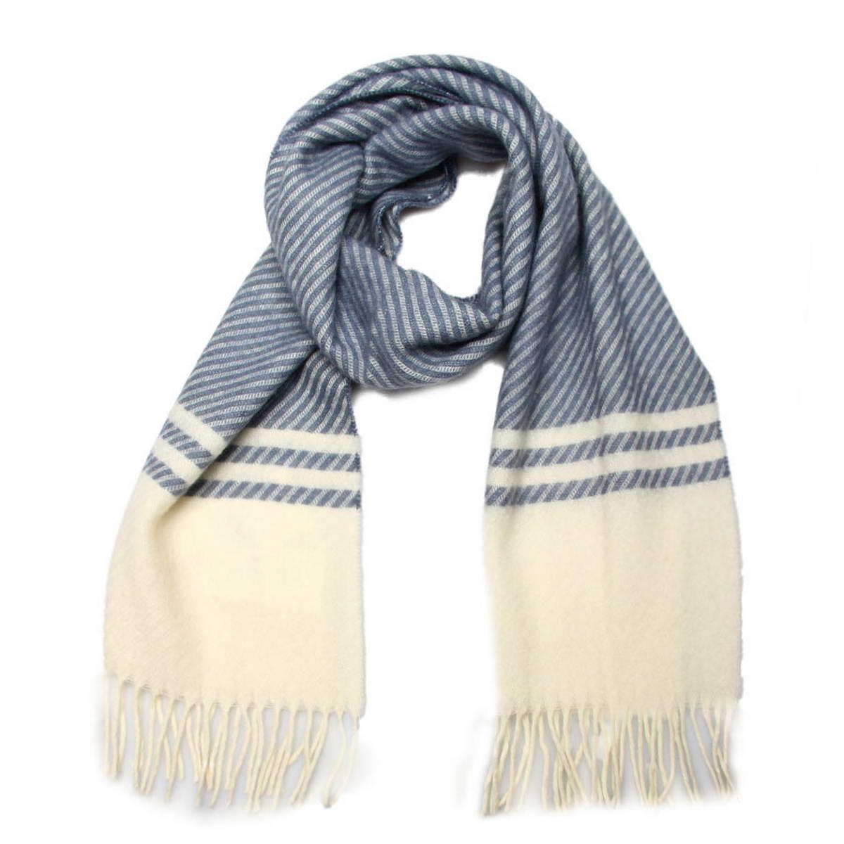 Шарф мужской. 50020325002032-2Элегантный мужской шарф Venera согреет вас в холодное время года, а также станет изысканным аксессуаром, который призван подчеркнуть ваш стиль и индивидуальность. Оригинальный теплый шарф выполнен из высококачественной шерстяной пряжи. Шарф оформлен узором в узкую диагональную полоску и дополнен бахромой в виде жгутиков по краю. Такой шарф станет превосходным дополнением к любому наряду, защитит вас от ветра и холода и позволит вам создать свой неповторимый стиль.