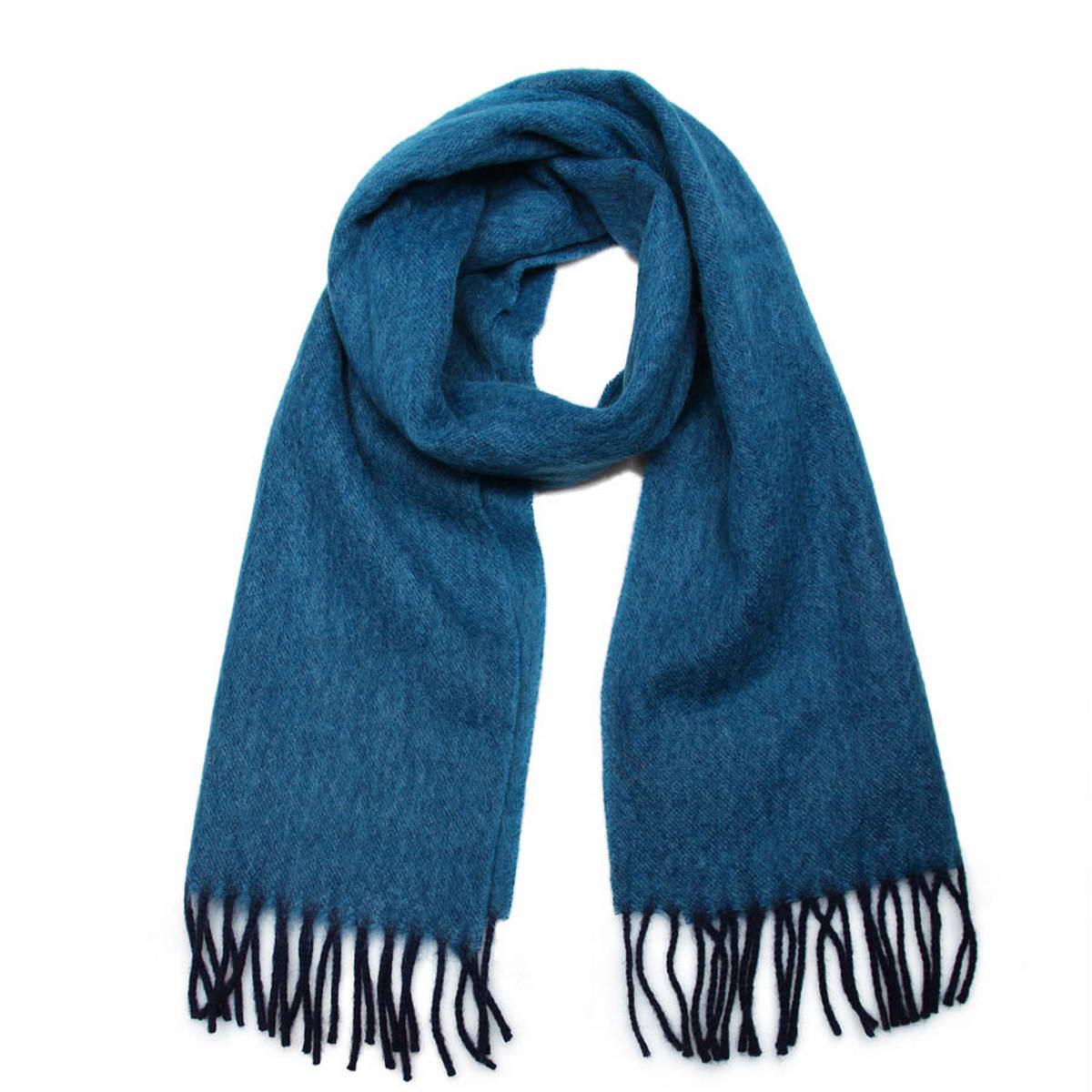Шарф мужской. 50021325002132-10Элегантный мужской шарф Venera согреет вас в холодное время года, а также станет изысканным аксессуаром, который призван подчеркнуть ваш стиль и индивидуальность. Оригинальный теплый шарф выполнен из высококачественной шерстяной пряжи. Строгий однотонный шарф выполнен в классической расцветке и дополнен жгутиками по краю. Такой шарф станет превосходным дополнением к любому наряду, защитит вас от ветра и холода и позволит вам создать свой неповторимый стиль.