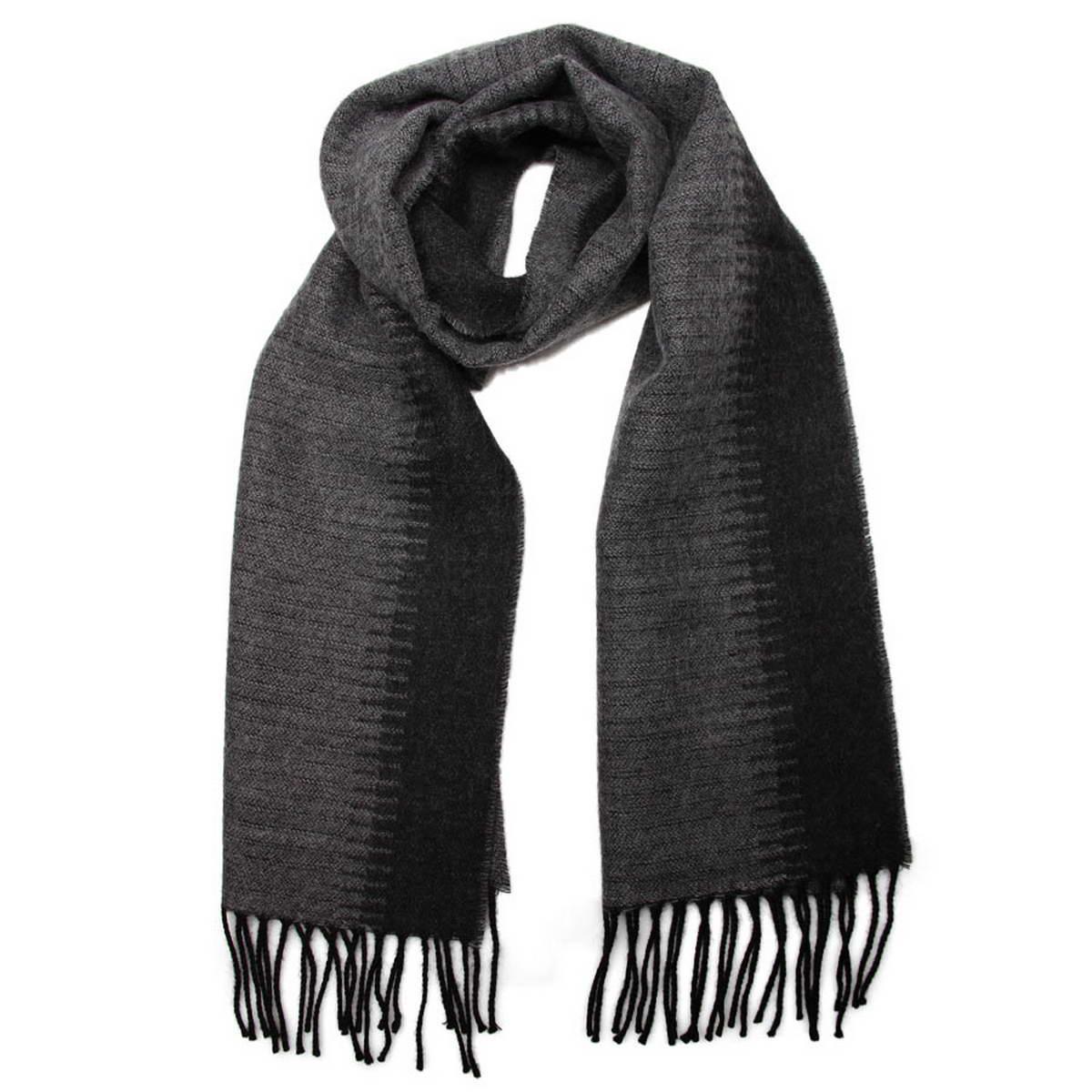 Шарф мужской. 5002332-15002332-1Элегантный мужской шарф Venera согреет вас в холодное время года, а также станет изысканным аксессуаром, который призван подчеркнуть ваш стиль и индивидуальность. Оригинальный теплый шарф выполнен из высококачественной шерстяной пряжи. Шарф оформлен широкой контрастной полоской по центру и дополнен бахромой в виде жгутиков по краю. Такой шарф станет превосходным дополнением к любому наряду, защитит вас от ветра и холода и позволит вам создать свой неповторимый стиль.