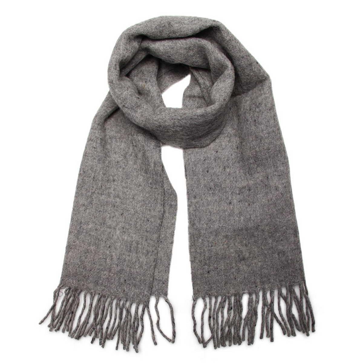 Шарф мужской. 5002432-35002432-3Мужской однотонный шарф, выполненный из натуральной шерсти, которая поможет сохранить тепло в самые морозны дни. Модель дополнена бахромой по краям, несмотря на простой дизайн, аксессуар сделает мужской образ стильным и завершенным. Данный шарф прекрасно подойдет к мужскому пальто или классическому строгому костюму.