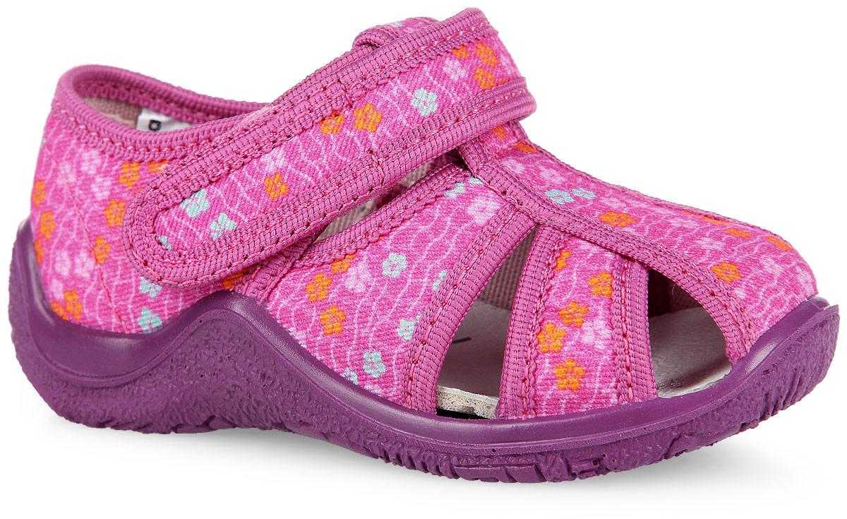 21099ф-13Оригинальные туфли от Kapika очаруют вашу девочку с первого взгляда! Модель выполнена из текстиля, оформленного цветочным рисунком. Подкладка, исполненная из текстиля, обеспечит максимальный комфорт при ходьбе. Анатомическая, влагопоглощающая, антибактериальная и амортизирующая стелька из ЭВА материала с верхним кожаным покрытием сохраняет комфортный микроклимат в обуви, обеспечивает эффективное поддержание свода стопы и правильное формирование детской стопы. Полужесткий задник защищает от ударов при движении. Удобная застежка-липучка гарантирует надежную фиксацию обуви на ножке вашей малышки. Рифленая подошва не скользит. Стильные туфли займут достойное место среди коллекции обуви вашей девочки.