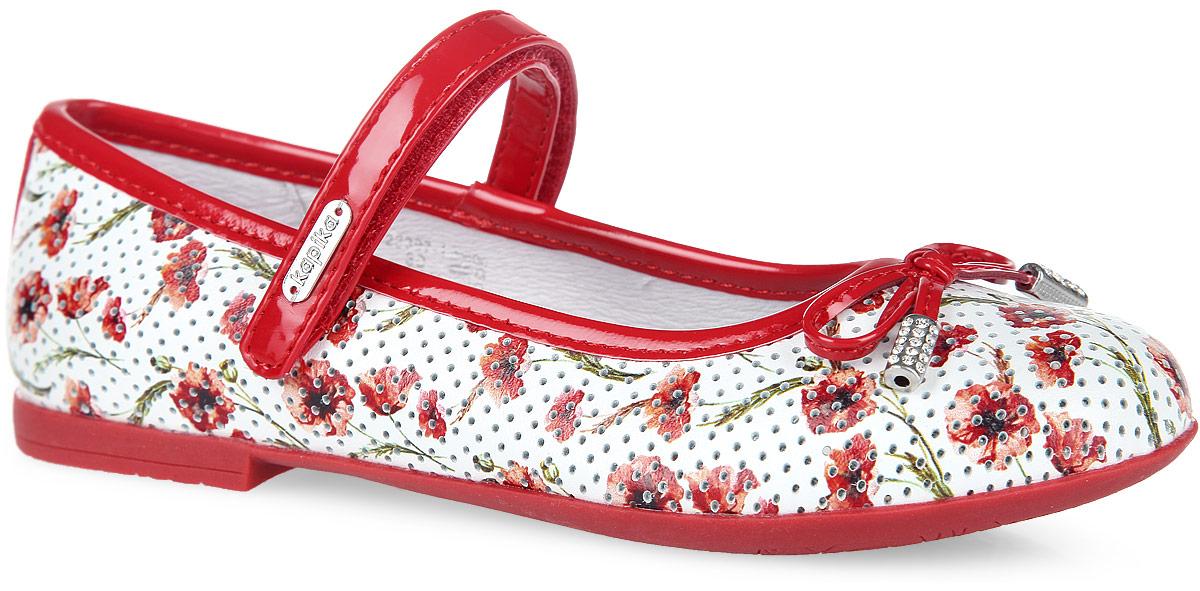 Туфли для девочки. 23397-123397-1Прелестные туфли от Kapika придутся по душе вашей маленькой моднице. Модель выполнена из комбинации натуральной кожи, оформленной цветочным принтом и перфорацией, и искусственной лаковой кожи. Мыс декорирован милым бантиком, дополненным металлическими элементами со стразами. Ремешок на застежке- липучке отвечает за надежную фиксацию модели на ноге. Подкладка, изготовленная из натуральной кожи, гарантирует уют и предотвращает натирание. Стелька из ЭВА с кожаным верхним покрытием дополнена супинатором, который обеспечивает правильное положение ноги ребенка при ходьбе, предотвращает плоскостопие. Подошва оснащена рифлением для лучшего сцепления с любыми поверхностями. Модные и удобные туфли займут достойное место в гардеробе вашей девочки.