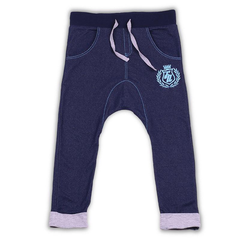 БрюкиZB 10228-B1Брюки для мальчика Free Age станут прекрасным выбором для ценителей практичной и функциональной одежды. Их можно комбинировать с различными футболками, толстовками и лонгсливами. Комфортная модель сшита из плотного, износостойкого, но дышащего материала, который отлично выводит влагу, обеспечивая максимум комфорта при носке. Ткань не вытягивается и не теряет яркость красок даже после множества стирок. Красивые и удобные брюки Free Age непременно понравятся каждому мальчику и подойдут для постоянного ношения.