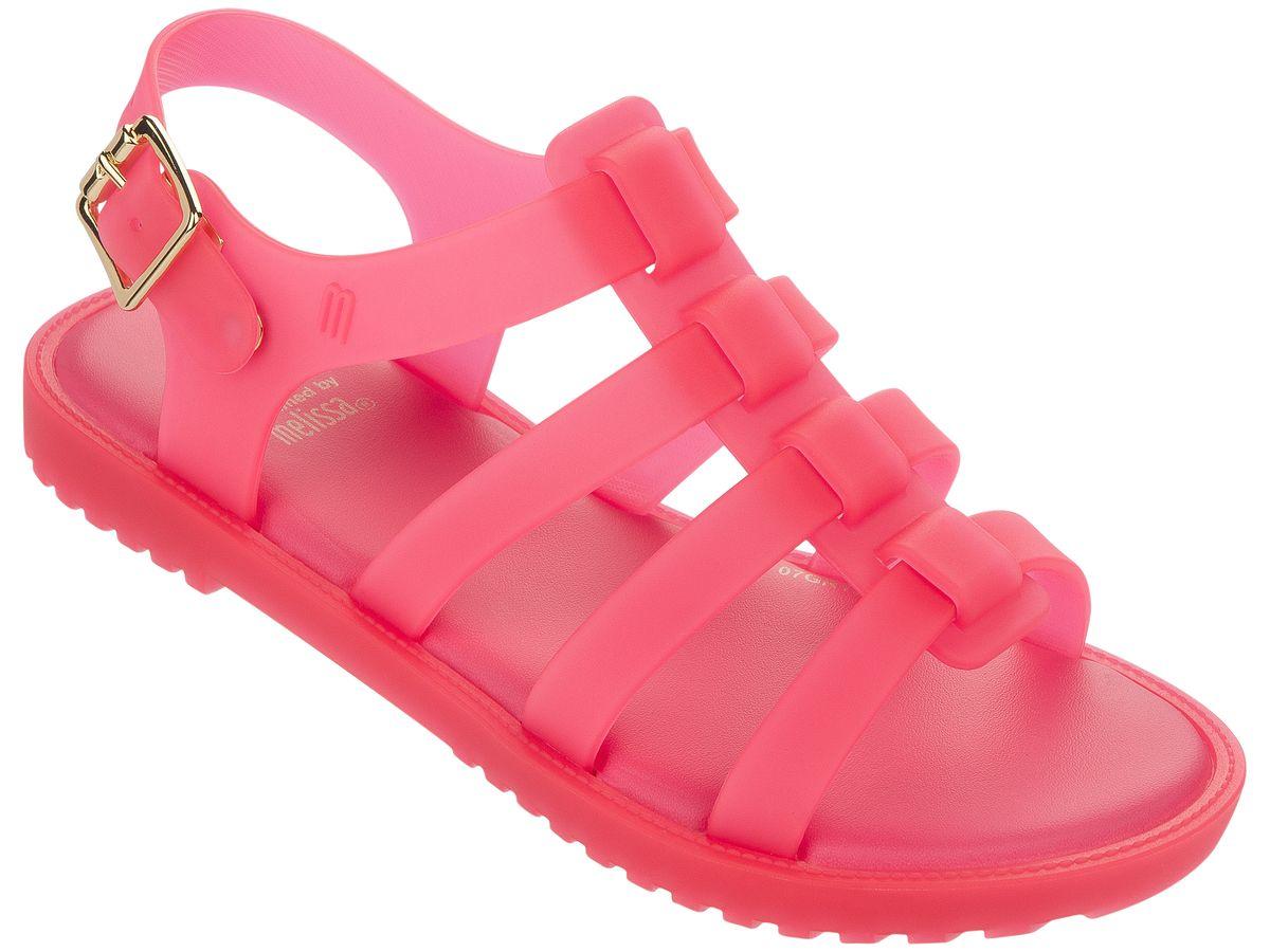 Пантолеты для девочки. 31735-1857 (6)31735-1857 (6)Это красивая обувь из чистого и экологичного пластика Melflex. Обувь получается бесшовной и на изготовление пары уходит около одной минуты. Она прочная и удобная. Этот материал пропускает воздух. Но главная отличительная особенность обуви от Melissa-она вкусно пахнет карамелью. В последние годы бренд стал очень популярен среди модниц и звёзд. В 2009 году они сделали первую совместную коллекцию с Вивьен Вествуд. С тех пор Mellisa стала сотрудничать с разными знаменитыми дизайнерами. Яркие и пастельные цвета, каблуки, стразы - глядя на некоторые босоножки, сложно поверить, что они сделаны из пластика. Обувь в которой можно пойти не только на пляж, но и на пляжную вечеринку. Поклонницами этой обуви стали Джессика Билл, защитница окружающей среды Алисия Сильверстоун, Кэти Перри, Дита фон Тиз и Памела Андерсон. Надеемся и ваc Melissa не оставит равнодушными)