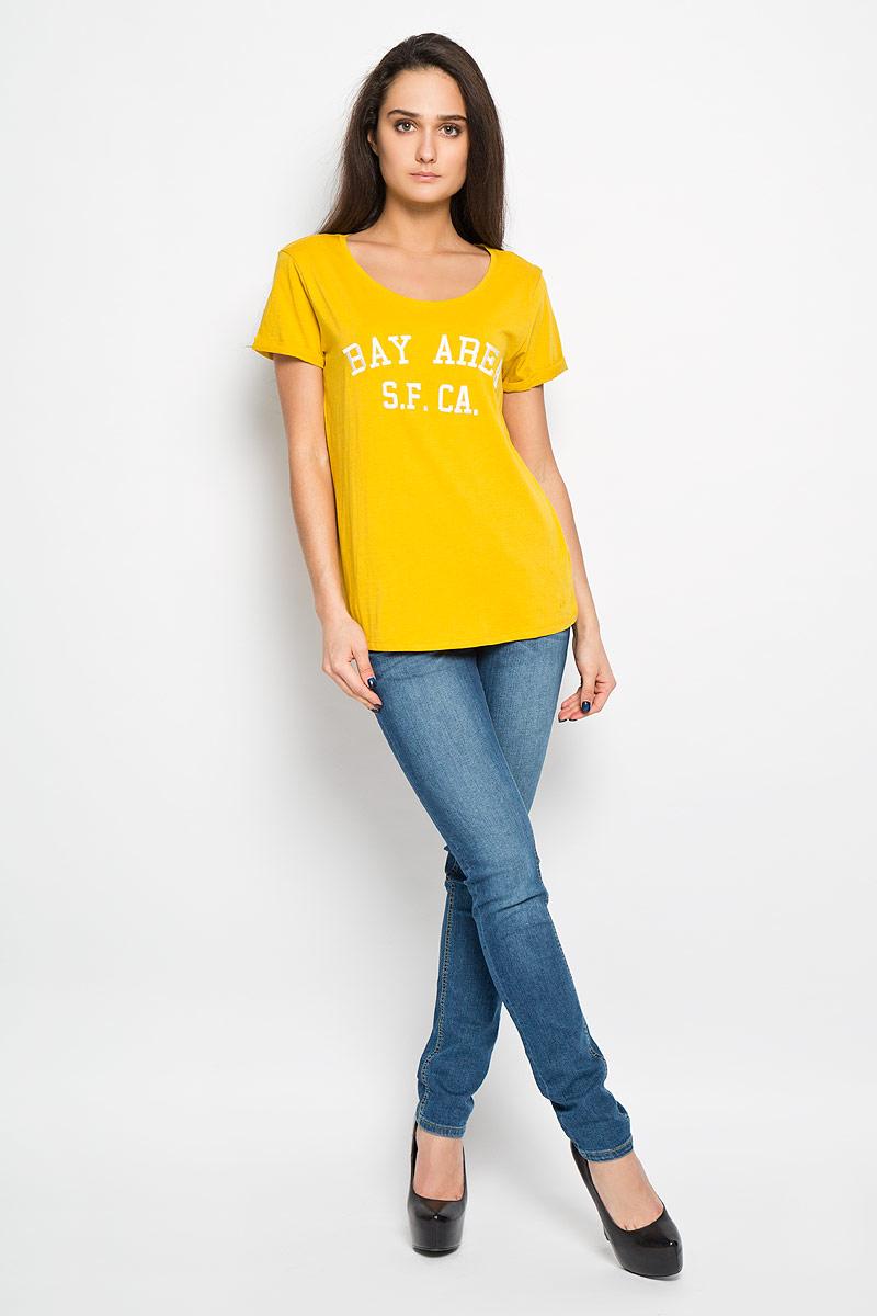 Футболка1034004.00.71Стильная женская футболка Tom Tailor Denim актуального фасона, выполненная из хлопка с добавлением вискозы, будет отлично на вас смотреться. Модель с круглым вырезом горловины и короткими рукавами с отворотами оформлена оригинальными вышитыми надписями. В нижней части футболки выполнена вышивка логотипа бренда. Классический покрой, лаконичный дизайн, безукоризненное качество. Идеальный вариант для тех, кто ценит комфорт и качество.