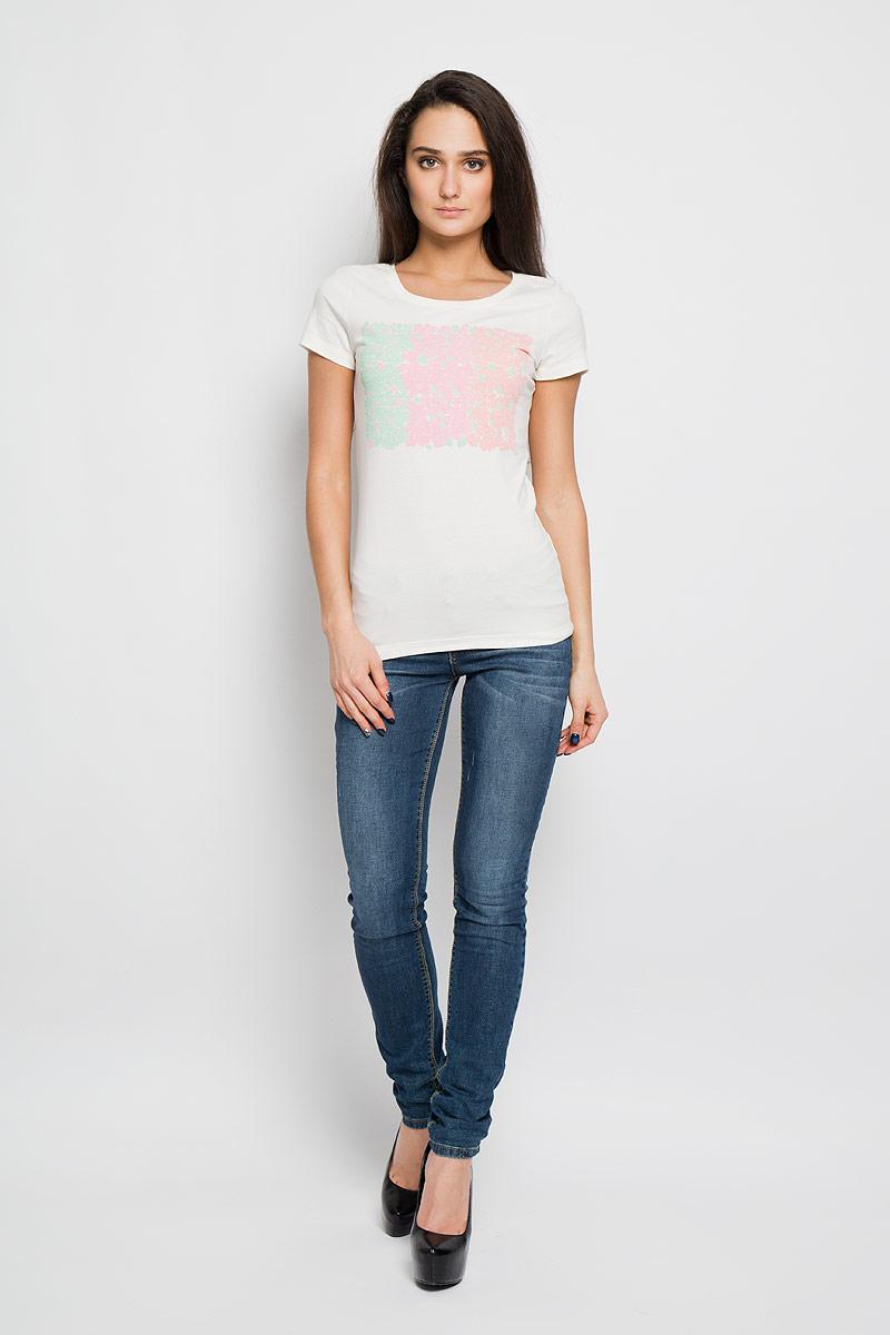 Футболка160090Отличная женская футболка F5, выполненная из хлопка с добавлением эластана, приятная на ощупь не сковывает движения и позволяет коже дышать. Модель с круглым вырезом горловины и короткими рукавами спереди оформлена термоаппликацией с цветочным принтом и логотипом бренда. Эта футболка станет отличным дополнением к вашему гардеробу.