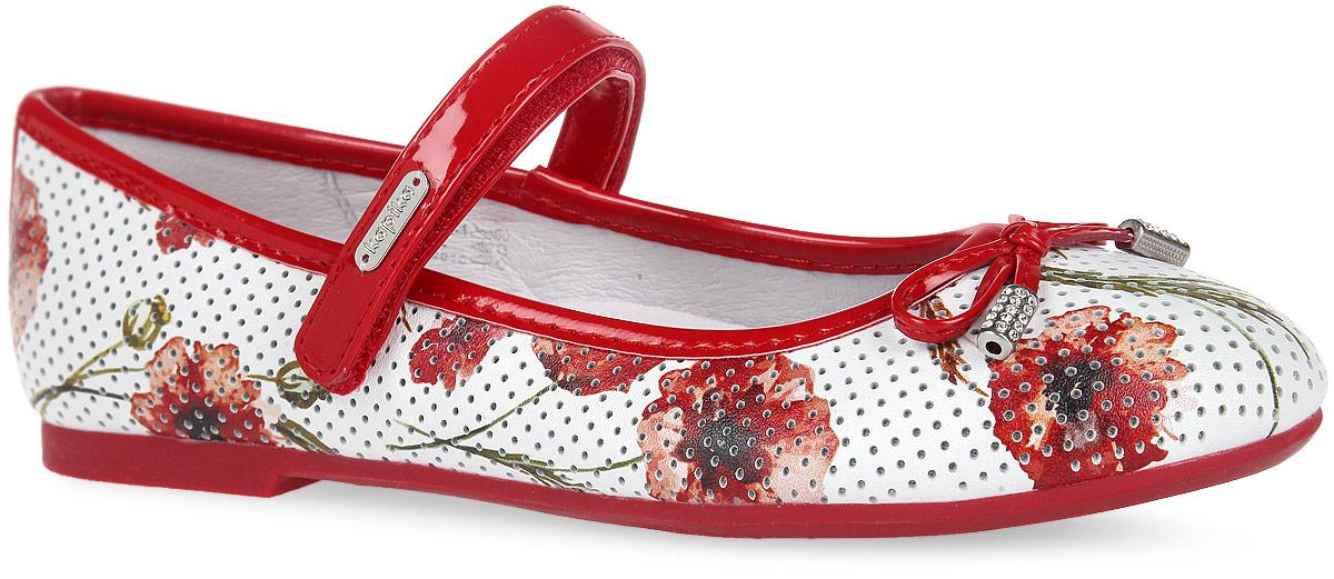 24365-1Прелестные туфли от Kapika придутся по душе вашей маленькой моднице. Модель выполнена из комбинации натуральной кожи, оформленной цветочным принтом и перфорацией, и искусственной лаковой кожи. Мыс декорирован милым бантиком, дополненным металлическими элементами со стразами. Ремешок на застежке- липучке отвечает за надежную фиксацию модели на ноге. Подкладка, изготовленная из натуральной кожи, гарантирует уют и предотвращает натирание. Стелька из ЭВА с кожаным верхним покрытием дополнена супинатором, который обеспечивает правильное положение ноги ребенка при ходьбе, предотвращает плоскостопие. Подошва оснащена рифлением для лучшего сцепления с любыми поверхностями. Модные и удобные туфли займут достойное место в гардеробе вашей девочки.