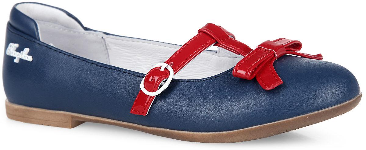 Туфли для девочки. 23393-223393-2Очаровательные туфли от Kapika придутся по душе вашей маленькой моднице. Модель выполнена из натуральной кожи разной фактуры. Мыс декорирован милым бантиком, одна из боковых сторон - металлическим элементом в виде названия бренда. Ремешок на металлической пряжке отвечает за надежную фиксацию модели на ноге. Подкладка, изготовленная из натуральной кожи, гарантирует уют и предотвращает натирание. Стелька из ЭВА с кожаным верхним покрытием дополнена супинатором, который обеспечивает правильное положение ноги ребенка при ходьбе, предотвращает плоскостопие. Подошва оснащена рифлением для лучшего сцепления с любыми поверхностями. Модные и удобные туфли займут достойное место в гардеробе вашей девочки.