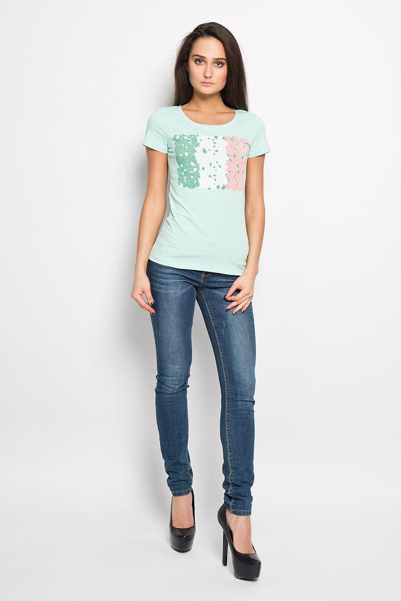 Футболка160079Отличная женская футболка F5, выполненная из хлопка с добавлением эластана, приятная на ощупь не сковывает движения и позволяет коже дышать. Модель с круглым вырезом горловины и короткими рукавами спереди оформлена термоаппликацией с цветочным принтом и названием бренда F5. Эта футболка станет отличным дополнением к вашему гардеробу.