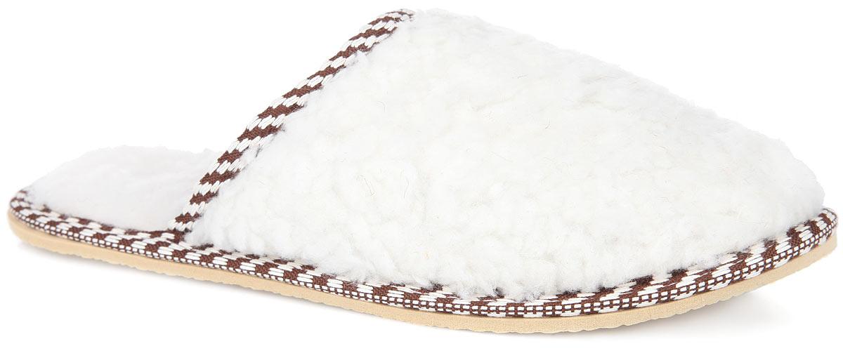 Тапки женские. 930-06930-06Удобные женские тапочки Nobbaro выполнены из искусственного меха и оформлены по канту и по ранту бейкой с оригинальным узором. Текстильная подкладка и стелька, изготовленная из искусственного меха, обеспечат комфорт и уют. Тапки идеально подойдут для ношения в помещениях с любыми типами полов, для защиты от воздействия холода и сквозняков и снятия усталости. Рельефная подошва, выполненная из ЭВА-материала, обеспечивает сцепление с любой поверхностью. ЭВА-материал не пропускает и не впитывает воду. Такие тапочки помогут отдохнуть вашим ногам после трудового дня.