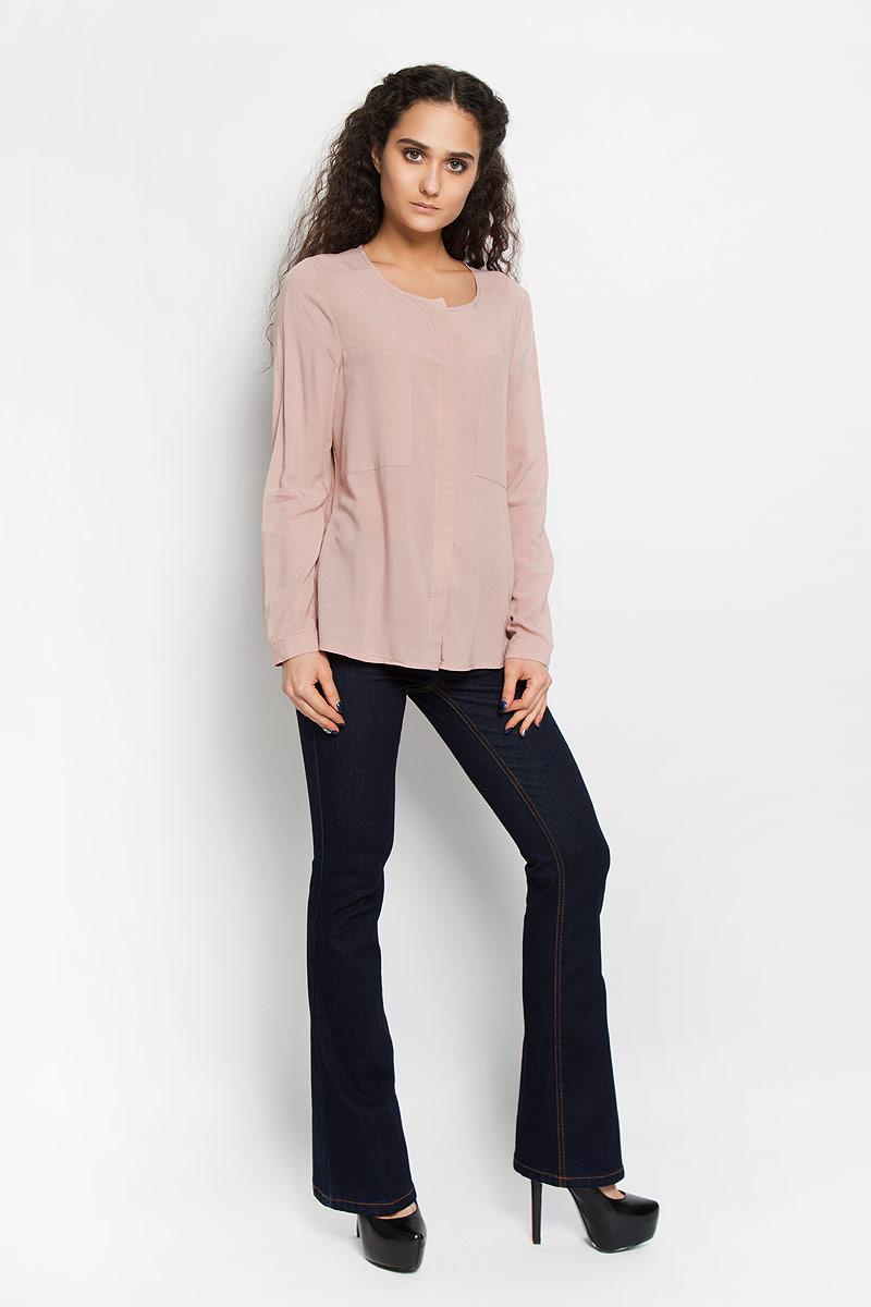 Блузка10156086_001Стильная женская блуза Broadway Berkeley, выполненная из вискозы, подчеркнет ваш уникальный стиль и поможет создать оригинальный женственный образ. Блузка с круглым вырезом горловины и длинными рукавами застегивается на скрытые пуговицы спереди, манжеты рукавов также дополнены пуговицами. Модель идеально подойдет для летних дней. Такая блузка будет дарить вам комфорт в течение всего дня и послужит замечательным дополнением к вашему гардеробу.