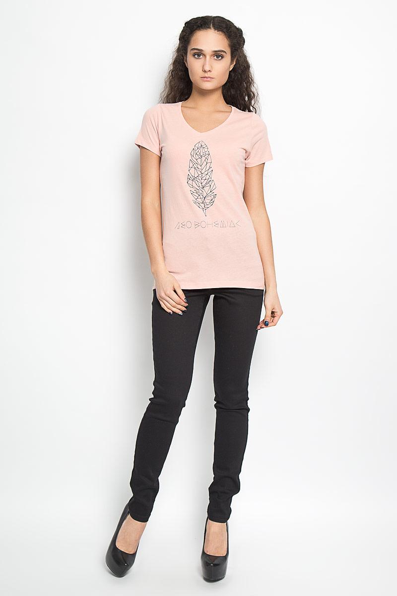 Футболка10156040 04AСтильная женская футболка Broadway Betty, выполненная из высококачественного хлопка, обладает высокой воздухопроницаемостью и гигроскопичностью, позволяет коже дышать. Модель с короткими рукавами и V-образным вырезом горловины спереди оформлена оригинальной термоаппликацией и надписью. Эта футболка - идеальный вариант для создания эффектного образа.