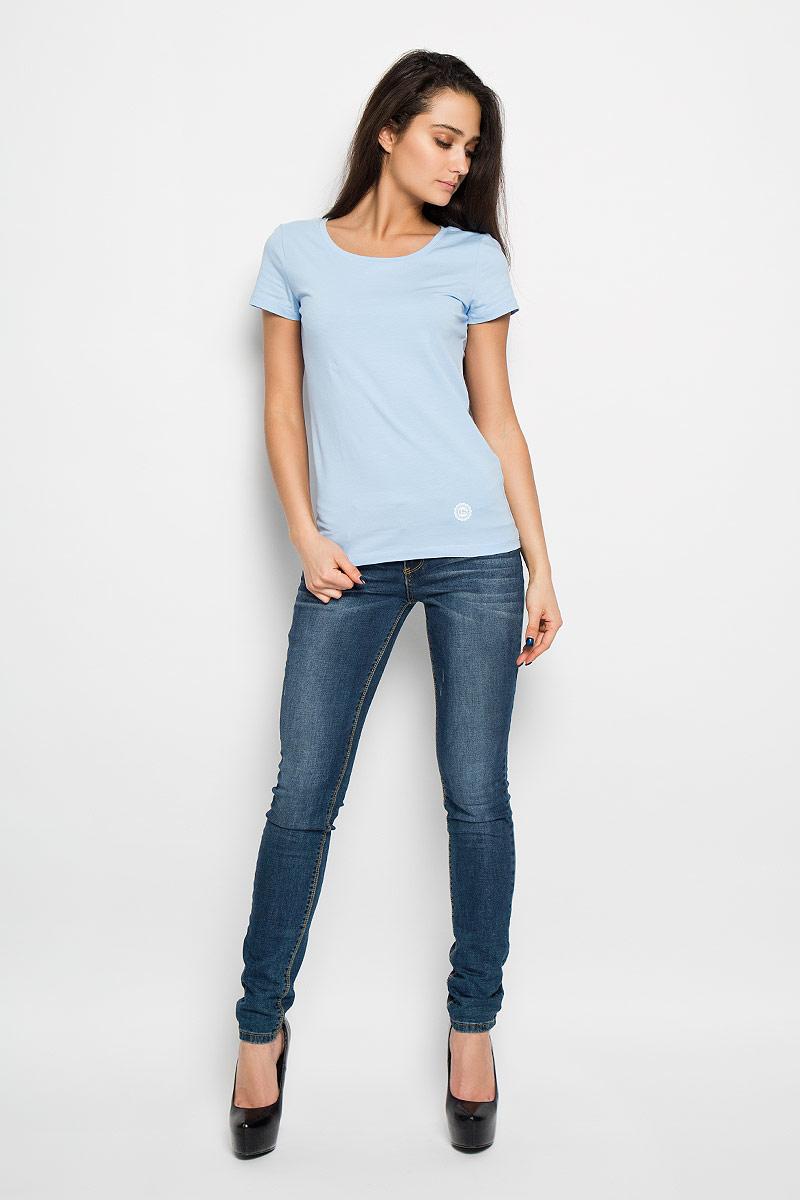Футболка женская. 12380/F512380/F5_160027Отличная женская футболка F5, выполненная из хлопка с добавлением эластана, приятная на ощупь не сковывает движения и позволяет коже дышать. Модель с круглым вырезом горловины и короткими рукавами спереди оформлена термоаппликацией с названием бренда F5. Эта футболка станет отличным дополнением к вашему гардеробу.
