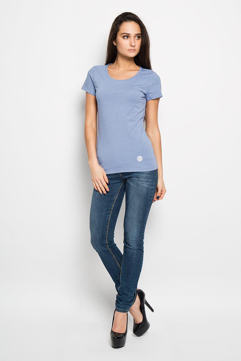 Футболка женская. 12380/F512380/F5_160027Отличная женская футболка F5, выполненная из хлопка с добавлением эластана, приятная на ощупь, не сковывает движения и позволяет коже дышать. Модель с круглым вырезом горловины и короткими рукавами спереди оформлена термоаппликацией с названием бренда F5. Эта футболка станет отличным дополнением к вашему гардеробу.
