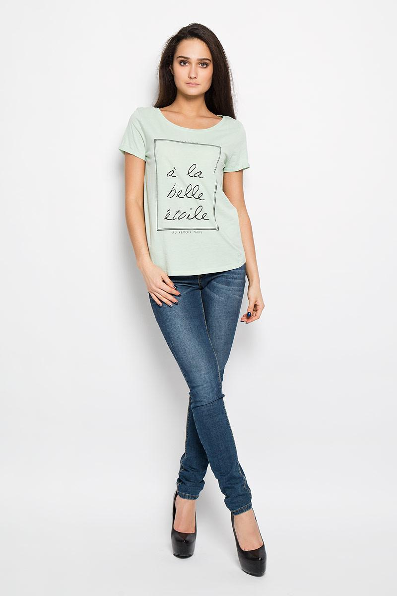 Футболка1033937.00.71Стильная женская футболка Tom Tailor Denim выполнена из натурального хлопка. Материал очень мягкий и приятный на ощупь, хорошо вентилируется. Модель с круглым вырезом горловины и короткими рукавами спереди оформлена оригинальным принтом с надписями. Рукава выполнены с отворотом. Эта футболка - идеальный вариант для создания образа в стиле Casual.