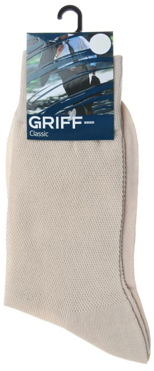 B35Мужские носки Griff Classic, вывязанные техникой платировки, изготовлены из высококачественного сырья с добавлением полиамидных волокон, которые обеспечивают великолепную посадку. Носки отличаются элегантным внешним видом. Удобная широкая резинка идеально облегает ногу и не пережимает сосуды, усиленные пятка и мысок повышают износоустойчивость носка, а удлиненный паголенок придает более эстетичный вид.