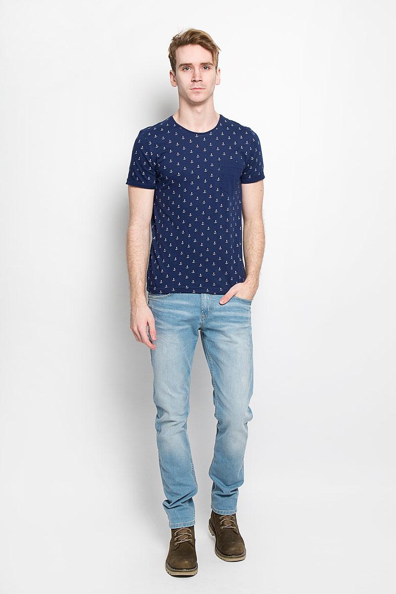 Футболка1033993.00.12Стильная мужская футболка Tom Tailor Denim Basic выполнена из натурального хлопка. Материал очень мягкий и приятный на ощупь, обладает высокой воздухопроницаемостью и гигроскопичностью, позволяет коже дышать. Модель прямого кроя с круглым вырезом горловины дополнена на груди накладным кармашком. Оформлена футболка принтом в виде маленьких якорей. Такая модель подарит вам комфорт в течение всего дня и послужит замечательным дополнением к вашему гардеробу.