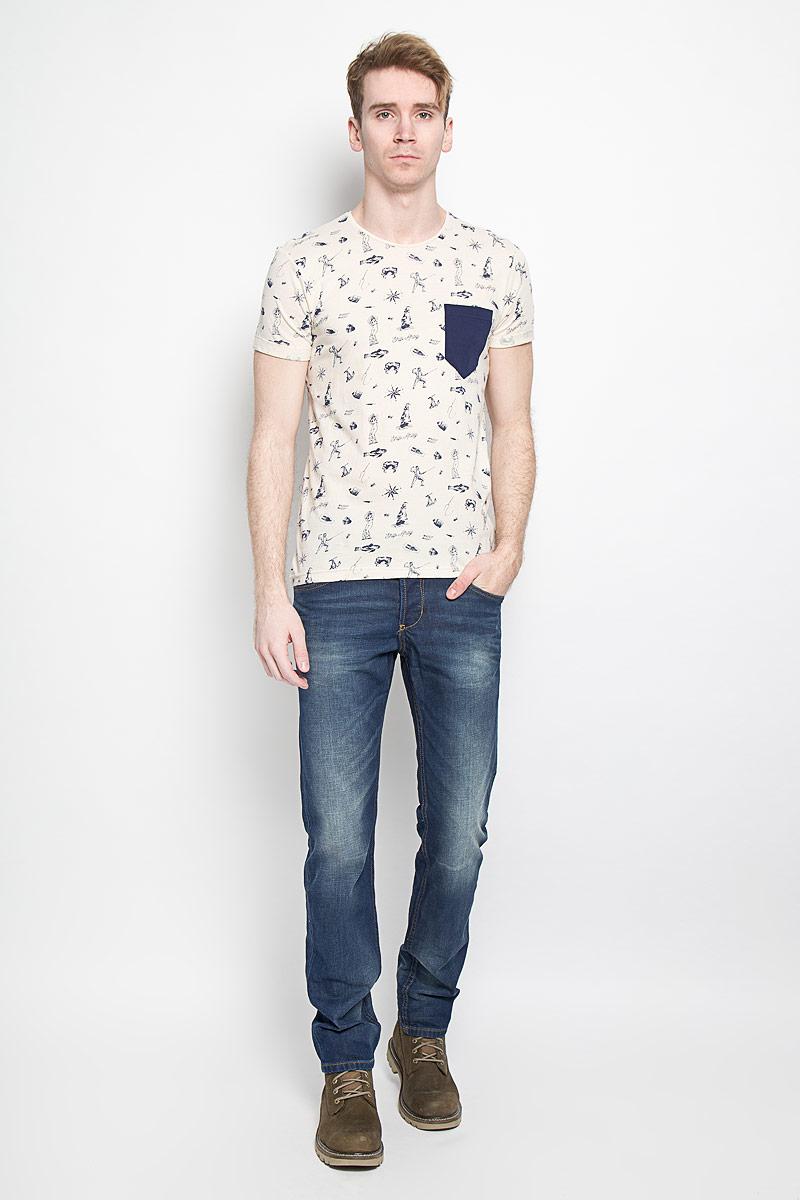 1033993.00.12Стильная мужская футболка Tom Tailor Denim Basic выполнена из натурального хлопка. Материал очень мягкий и приятный на ощупь, обладает высокой воздухопроницаемостью и гигроскопичностью, позволяет коже дышать. Модель прямого кроя с круглым вырезом горловины дополнена на груди накладным кармашком. Оформлена футболка принтом в виде маленьких якорей. Такая модель подарит вам комфорт в течение всего дня и послужит замечательным дополнением к вашему гардеробу.