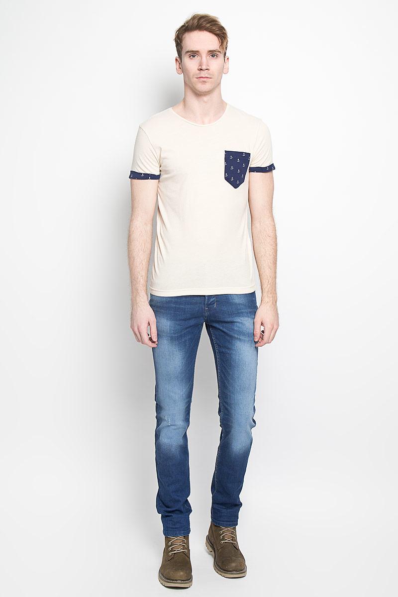 Футболка1033991.00.12Стильная мужская футболка Tom Tailor Denim Basic выполнена из натурального хлопка. Материал очень мягкий и приятный на ощупь, обладает высокой воздухопроницаемостью и гигроскопичностью, позволяет коже дышать. Модель прямого кроя с круглым вырезом горловины дополнена на груди накладным кармашком. Короткие рукава оформлены пристроченными отворотами. Спинка изделия немного удлинена. Такая модель подарит вам комфорт в течение всего дня и послужит замечательным дополнением к вашему гардеробу.