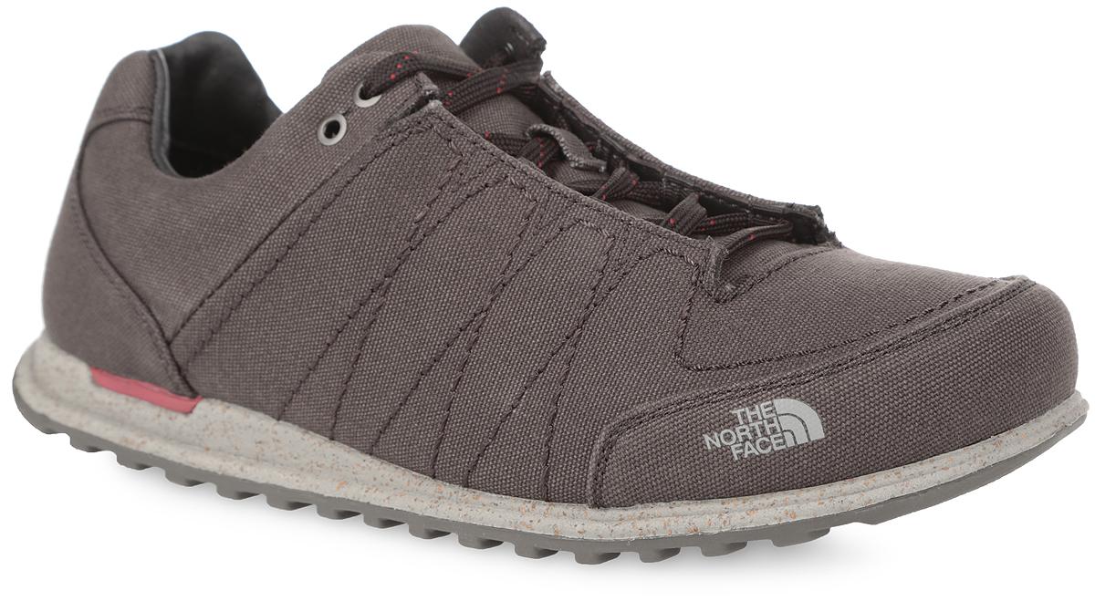 T0CLV1AZLСтильные кроссовки для повседневного использования от The North Face Hedgehog Mountain Sneaker Canvas, выполненные в стилистике обуви для гор, покорят вас с первого взгляда. Верх модели выполнен из 100% хлопковой парусины. Мыс оформлен фирменным принтом. Классическая шнуровка надежно зафиксирует обувь на ноге. Кожаная мягкая верхняя часть и подкладка, изготовленная из текстиля, гарантируют уют и предотвращают натирание. Высокотехнологичная стелька Ortholite ReBound из ЭВА с текстильной верхней поверхностью обеспечивает дополнительную амортизацию и препятствует возникновению бактерий и запахов. Промежуточная подошва из ЭВА с примесью пробкового дерева отвечает за комфорт и поддержку стопы в течение всего дня. Подошва из резины оснащена рифлением для лучшей сцепки с поверхностями. Такие кроссовки займут достойное место в вашем гардеробе среди обуви.